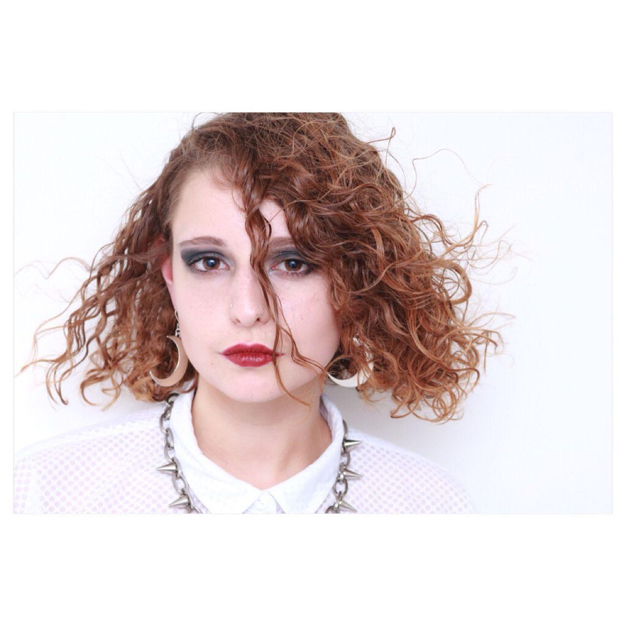 丸顔 ストリート ミディアム ウェットヘアヘアスタイルや髪型の写真・画像