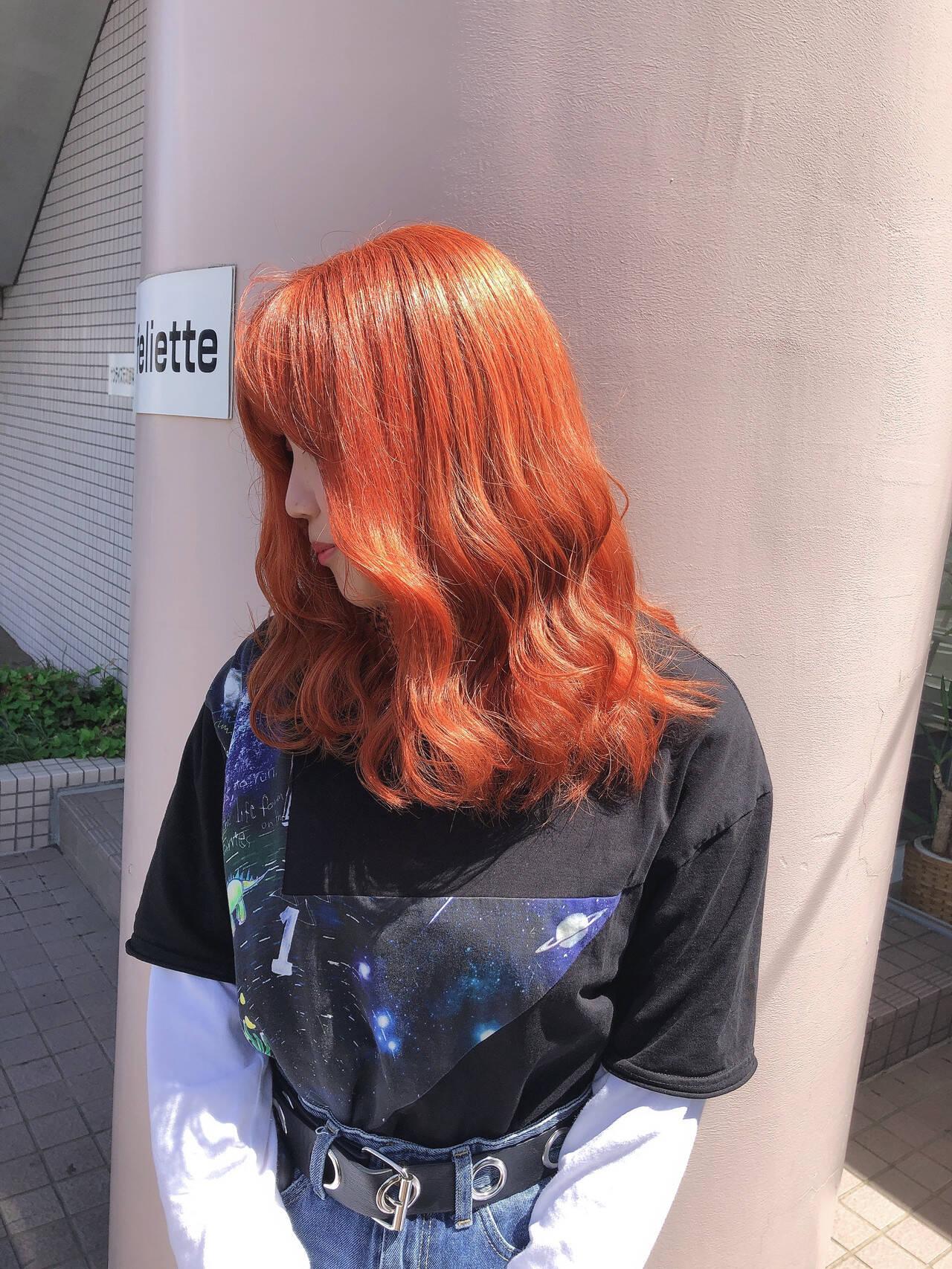 オレンジ ミディアム ダブルブリーチ イルミナカラーヘアスタイルや髪型の写真・画像