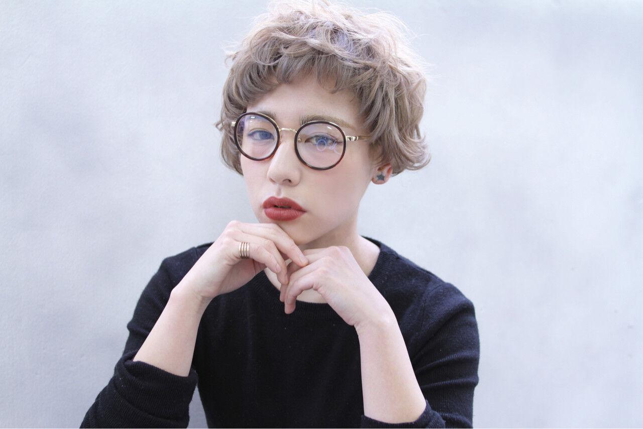 外国人風 ショート ブラウン 前髪ありヘアスタイルや髪型の写真・画像
