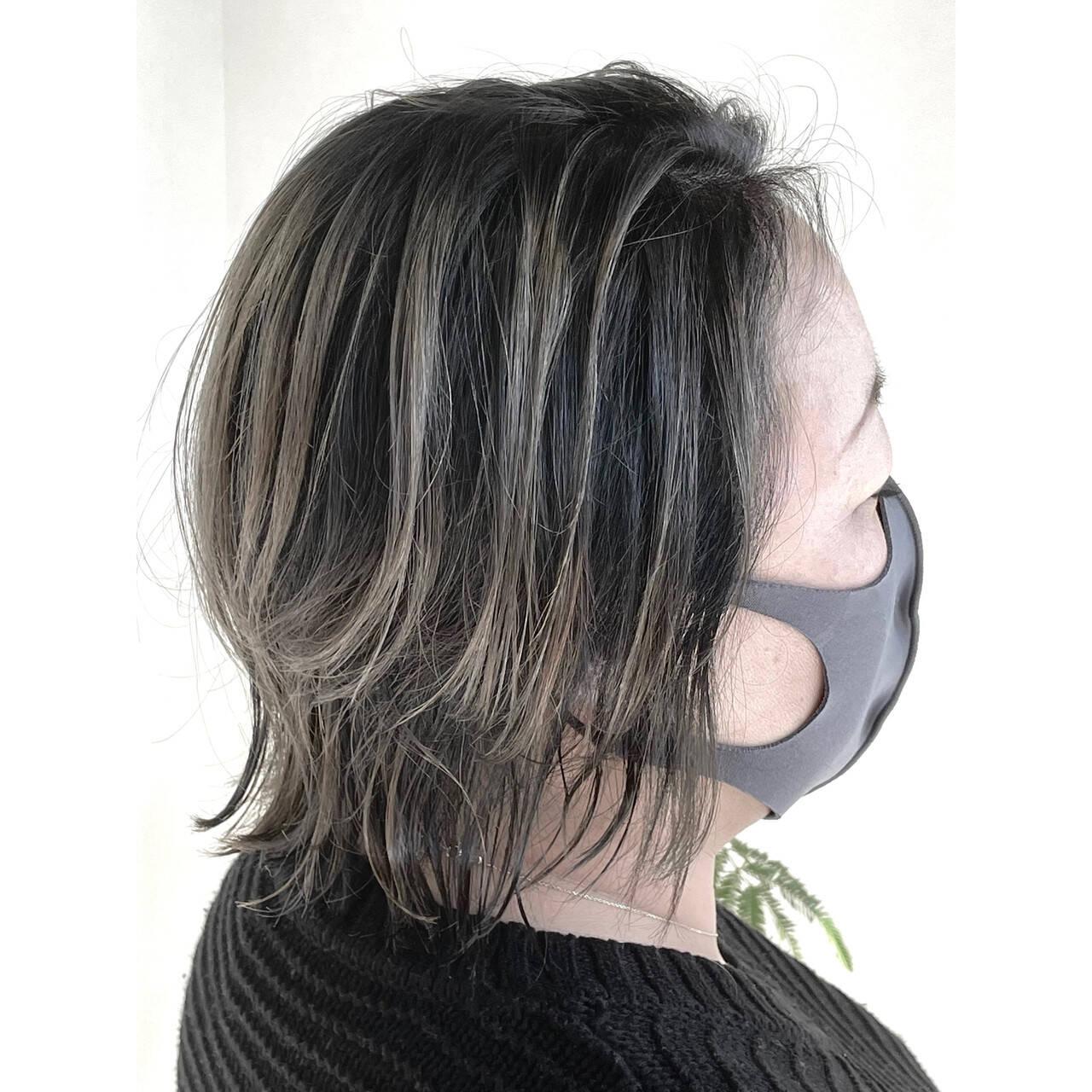 バレイヤージュ コントラストハイライト ミルクティーグレージュ アッシュグレージュヘアスタイルや髪型の写真・画像