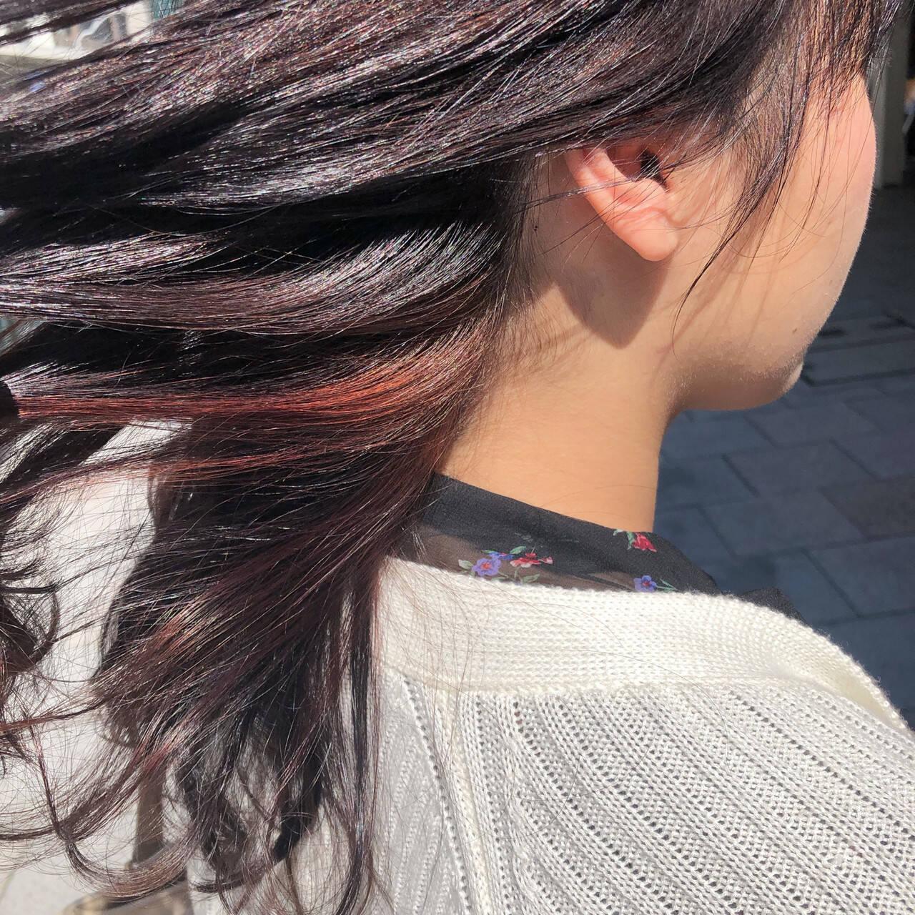 ベリーピンク ロング ブリーチ無し インナーカラーヘアスタイルや髪型の写真・画像