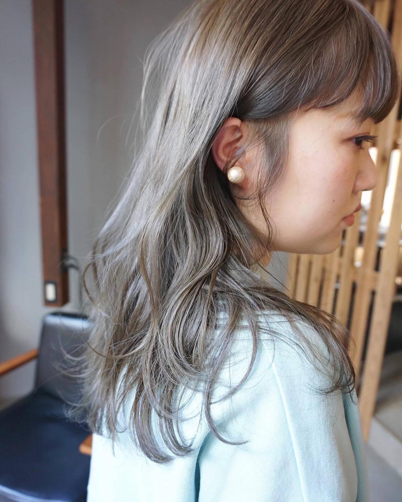 透明感カラー ナチュラル くすみカラー アンニュイほつれヘアヘアスタイルや髪型の写真・画像