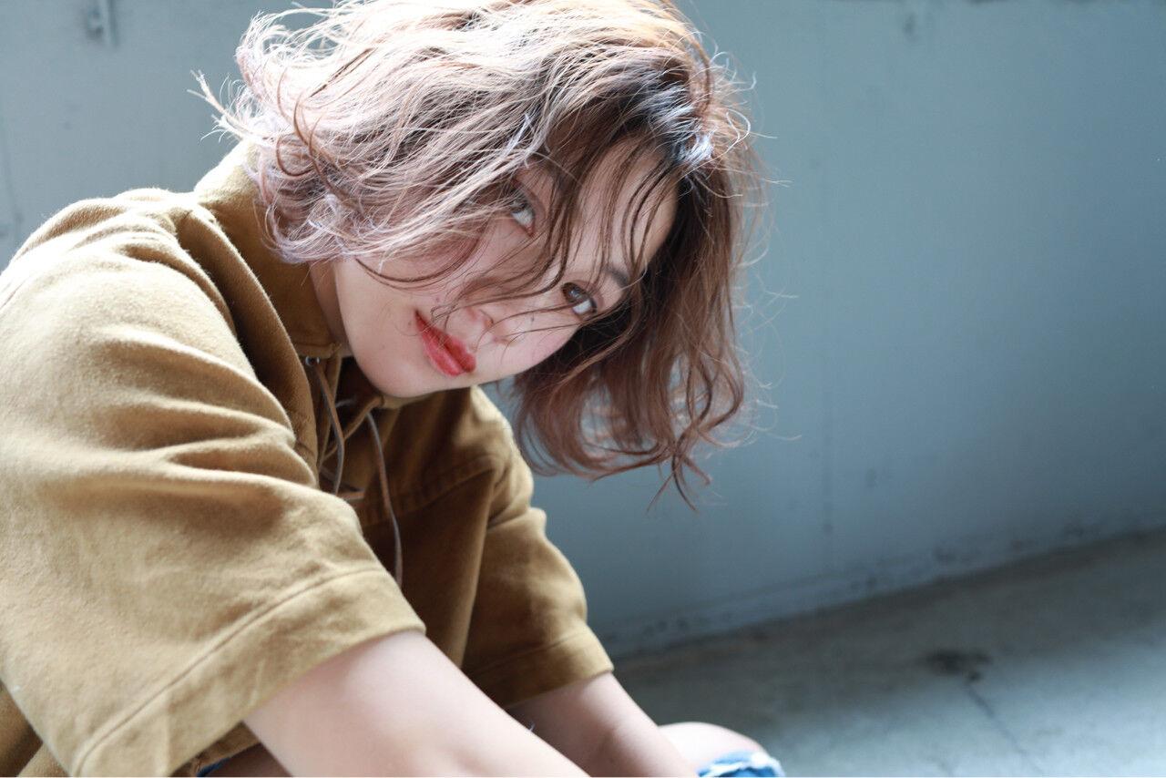 フェミニン ハイライト 透明感 パーマヘアスタイルや髪型の写真・画像