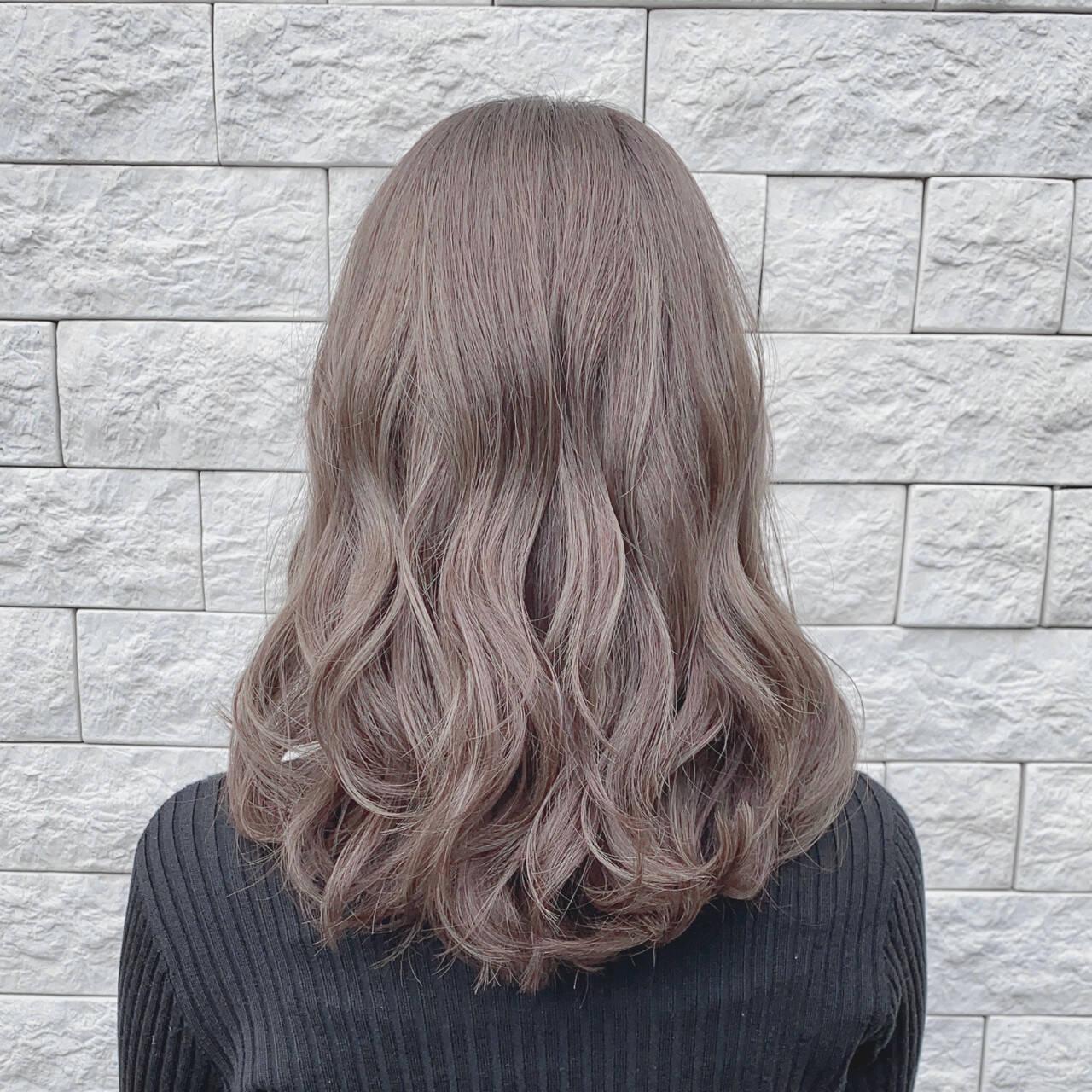 こなれ感 ミルクティーグレージュ ミルクティーベージュ ハイライトヘアスタイルや髪型の写真・画像