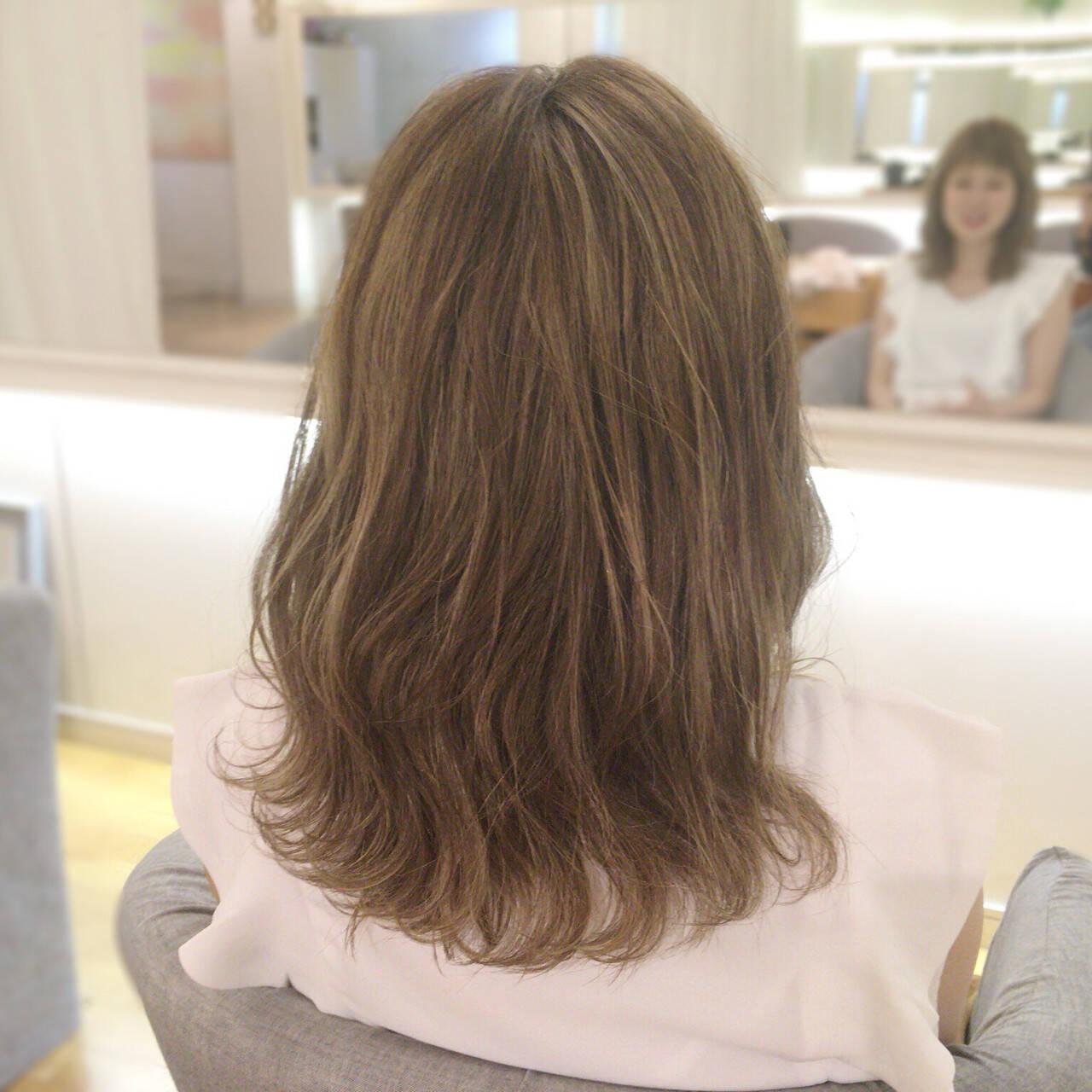 ハイライト ボブ アッシュベージュ ナチュラルヘアスタイルや髪型の写真・画像