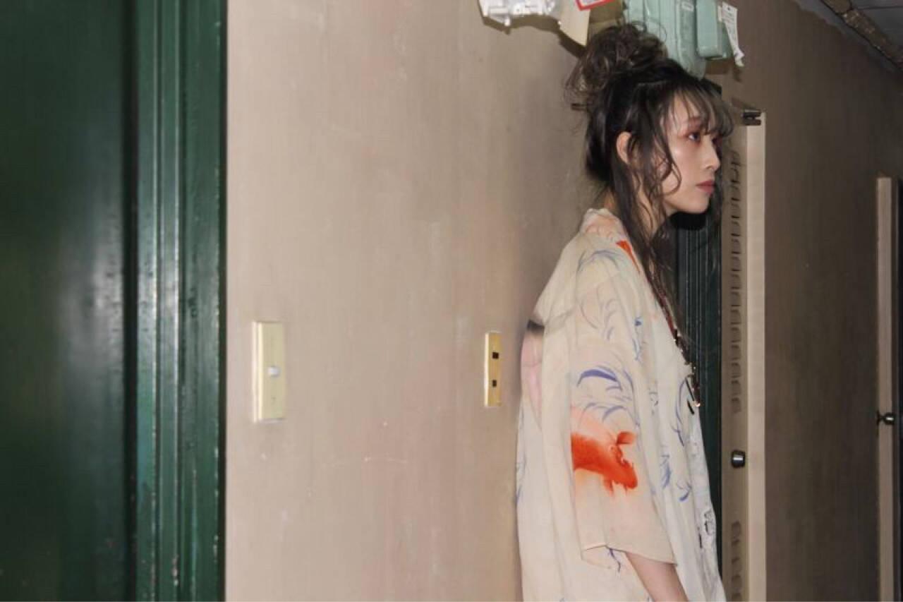 お団子 セミロング ストリート 外国人風ヘアスタイルや髪型の写真・画像