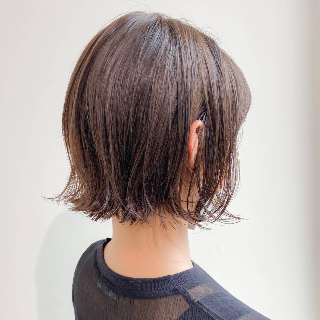 外ハネボブ ボブ ミルクティーベージュ ゆるふわパーマヘアスタイルや髪型の写真・画像