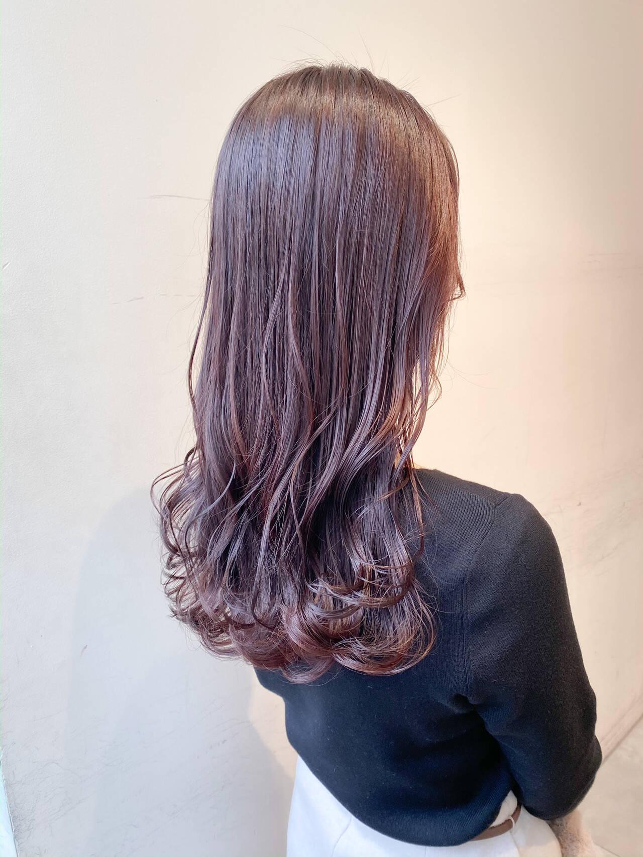 ピンクアッシュ セミロング フェミニン ピンクバイオレットヘアスタイルや髪型の写真・画像