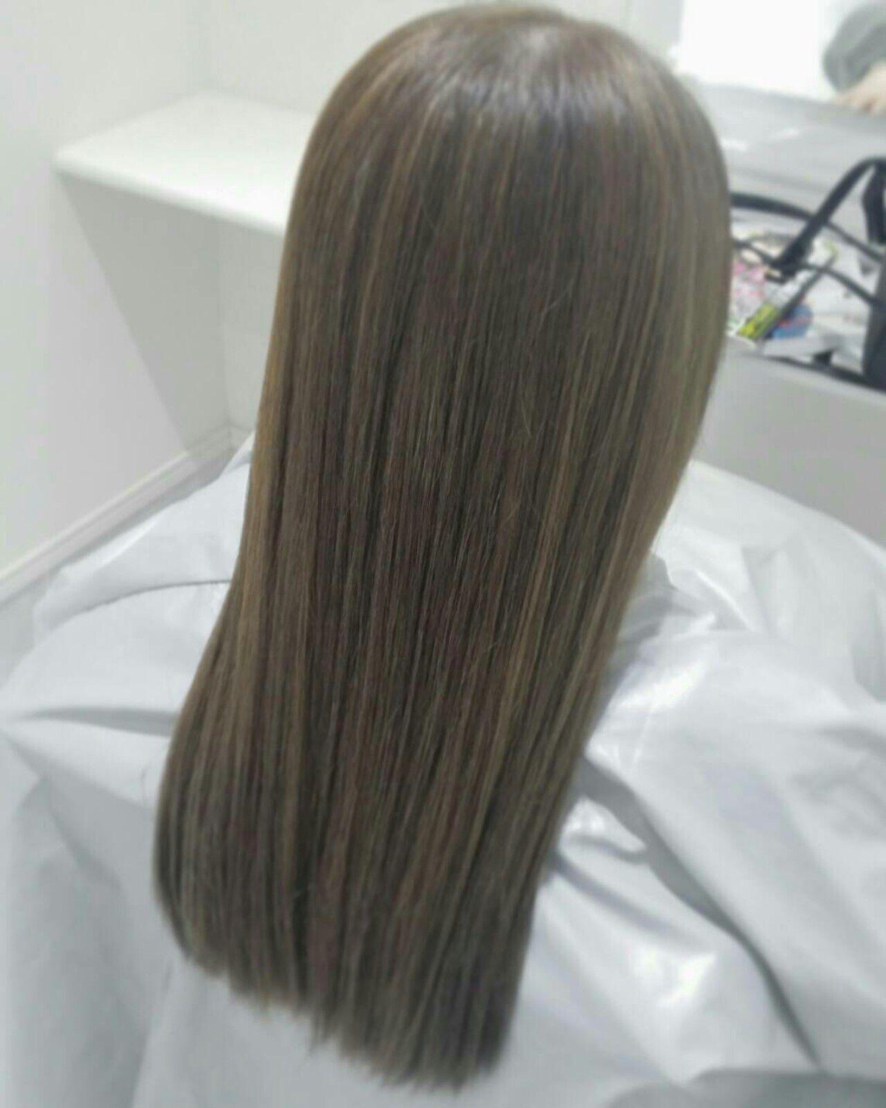 アッシュ ハイライト ストレート ブルージュヘアスタイルや髪型の写真・画像
