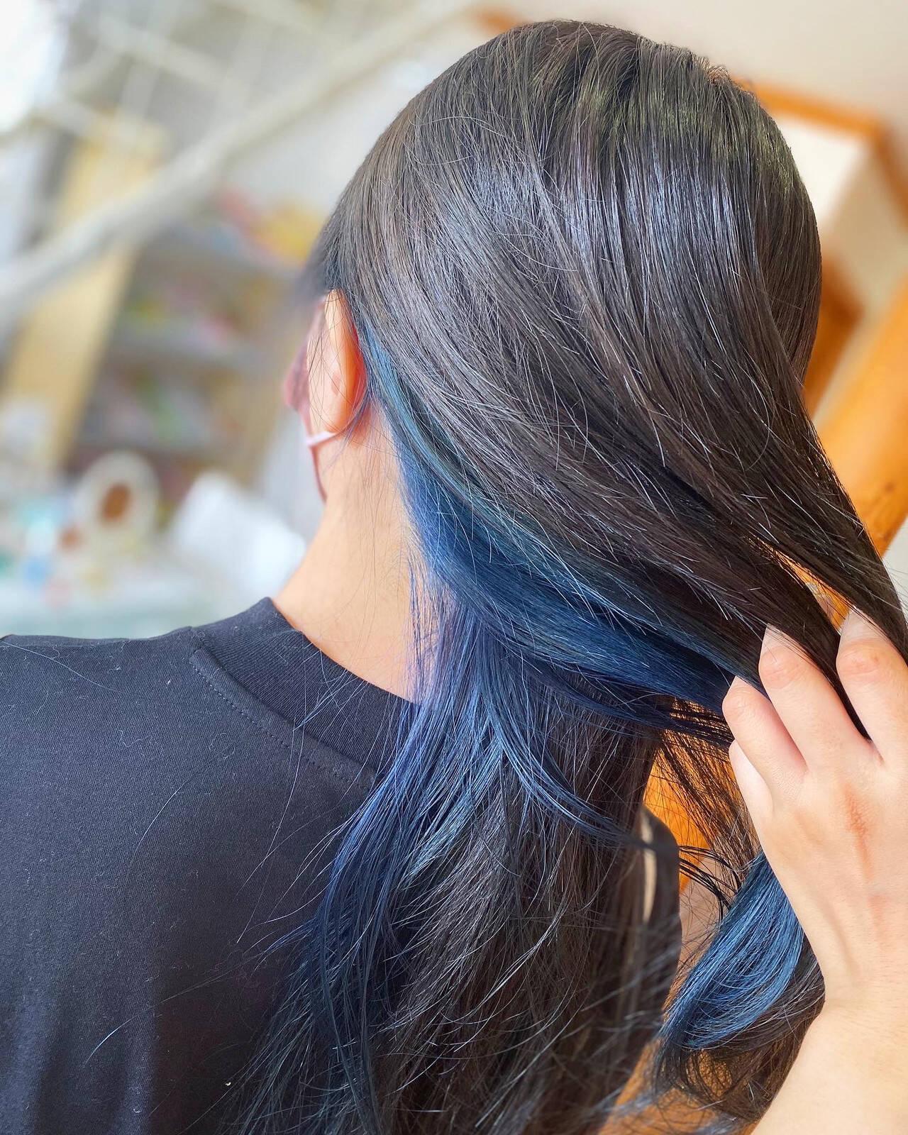 インナーカラー ロング ストリート ブルーブラックヘアスタイルや髪型の写真・画像