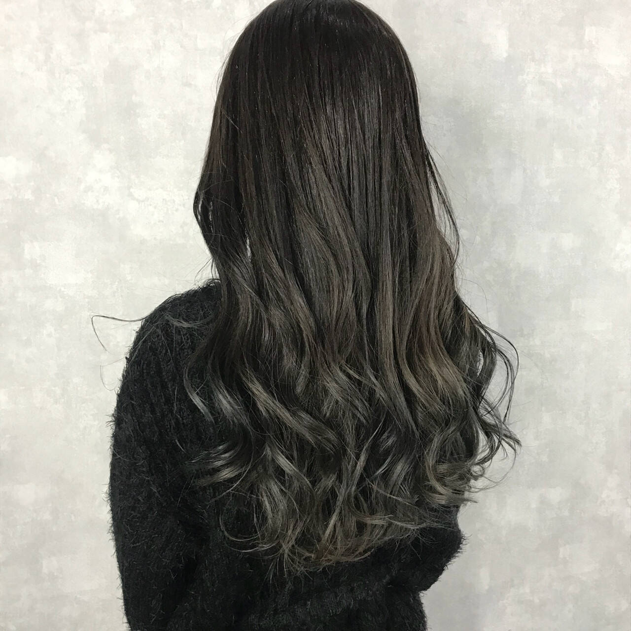 透明感 ロング 黒髪 グレージュヘアスタイルや髪型の写真・画像