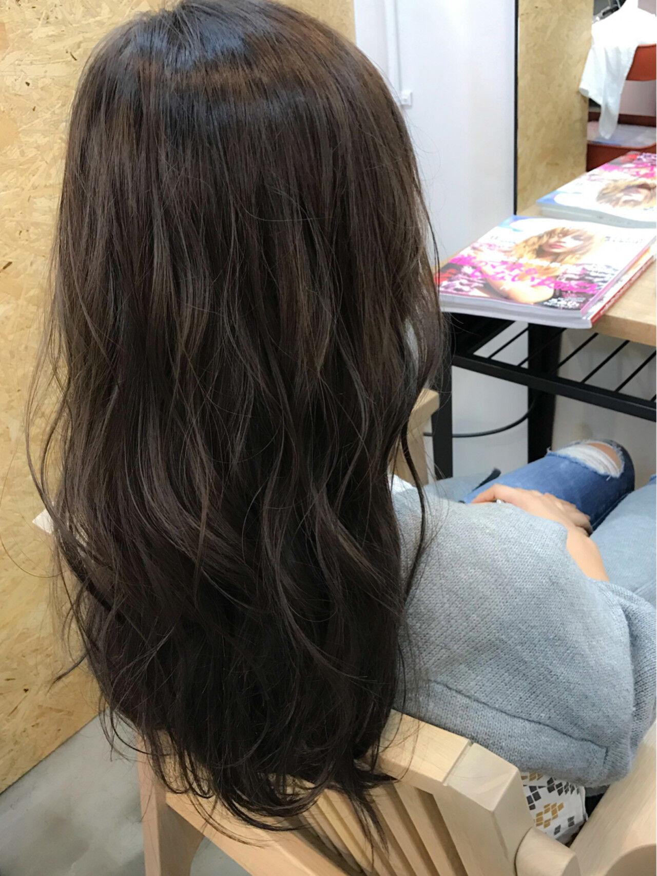 セミロング グレージュ ブルージュ ナチュラルヘアスタイルや髪型の写真・画像