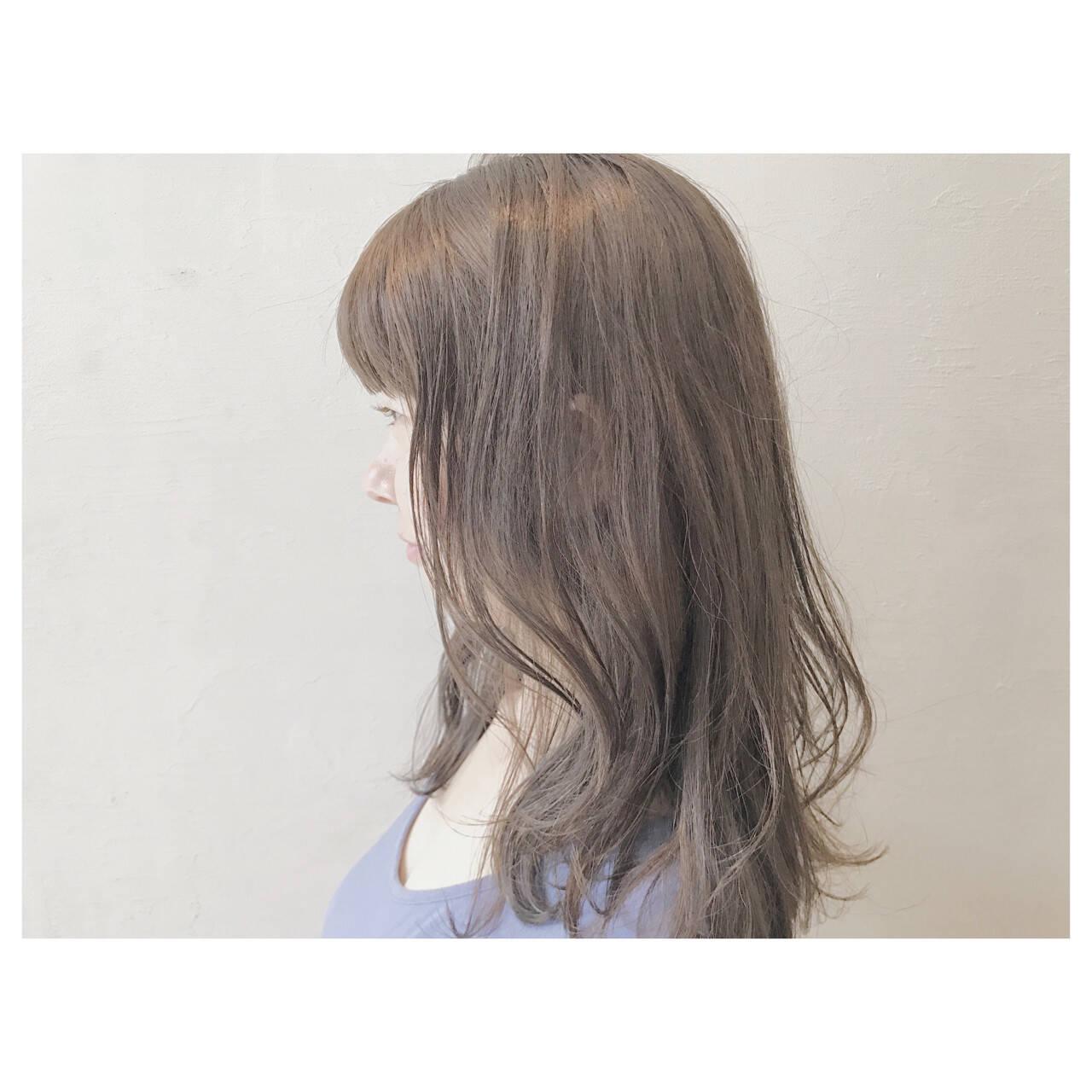 ゆるふわ ウェーブ アッシュグレージュ ロングヘアスタイルや髪型の写真・画像