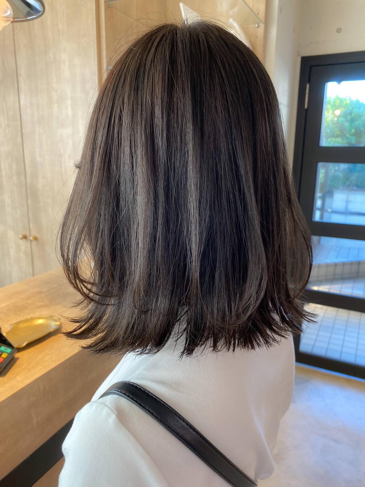 ベージュ ミディアム ナチュラル 透明感カラーヘアスタイルや髪型の写真・画像