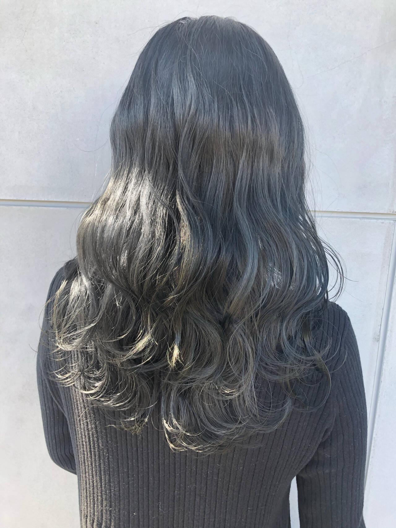 グレージュ アッシュグレージュ ダークグレー セミロングヘアスタイルや髪型の写真・画像