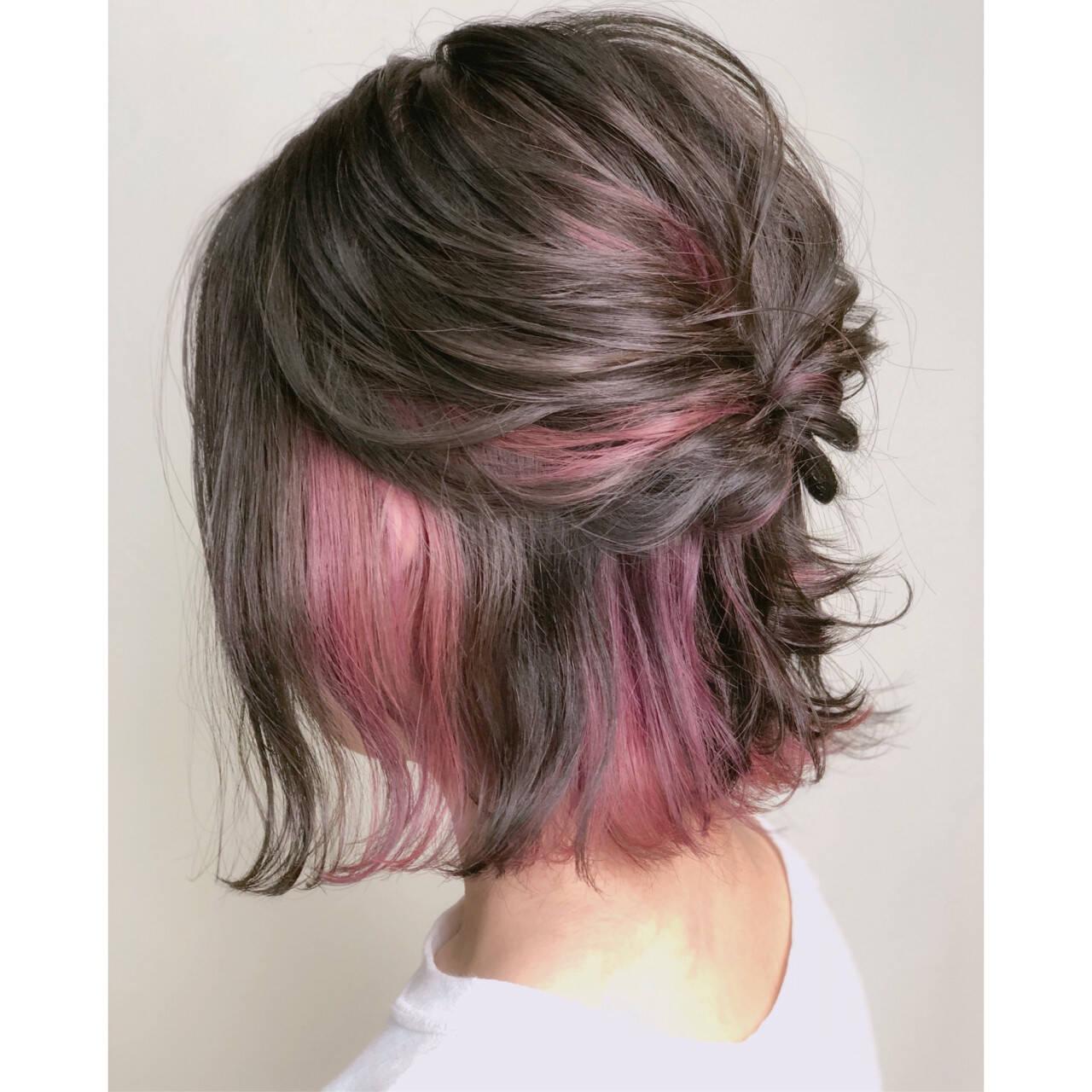 ガーリー インナーカラー ヘアアレンジ ピンクヘアスタイルや髪型の写真・画像