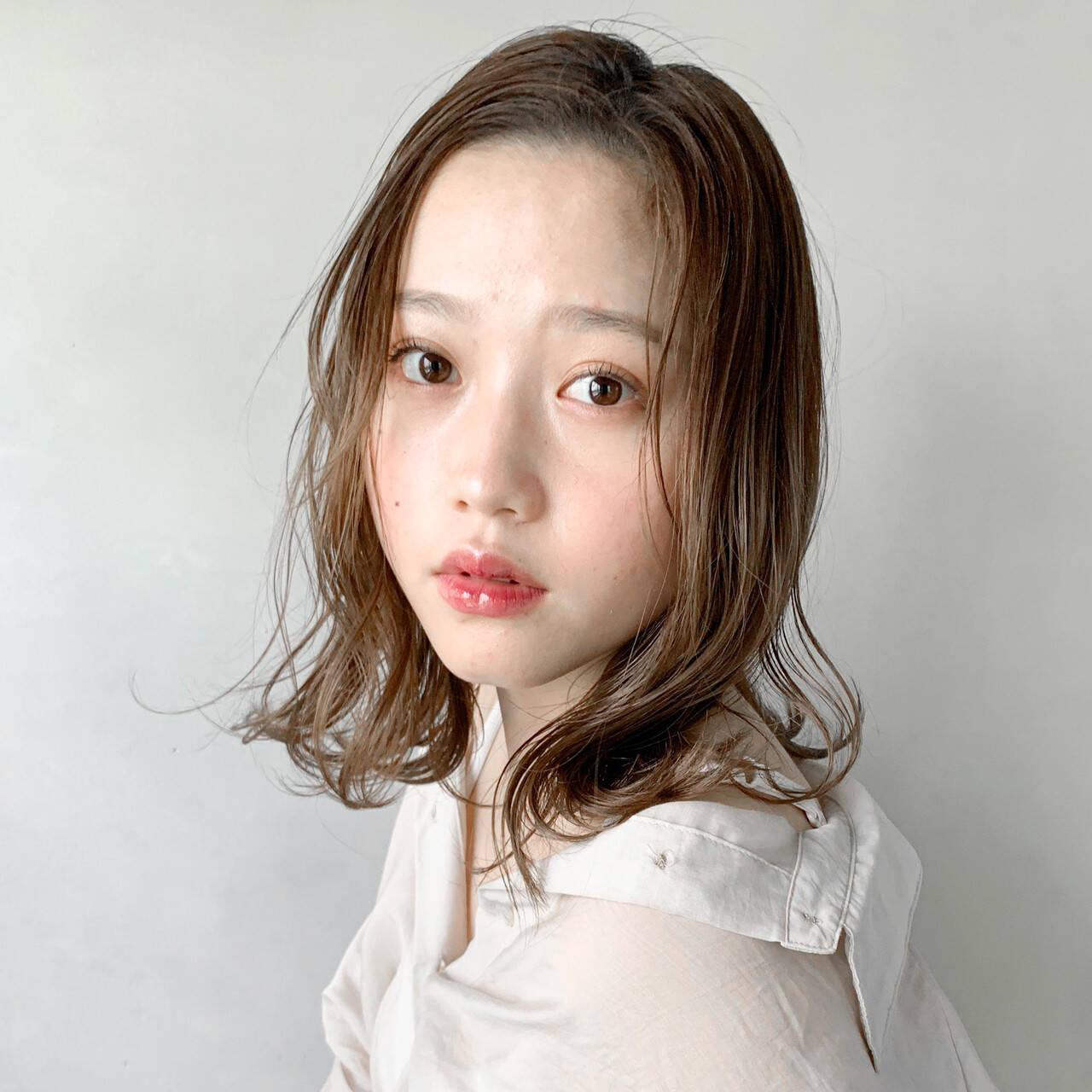 結婚式ヘアアレンジ 圧倒的透明感 インナーカラーシルバー 外国人風カラーヘアスタイルや髪型の写真・画像