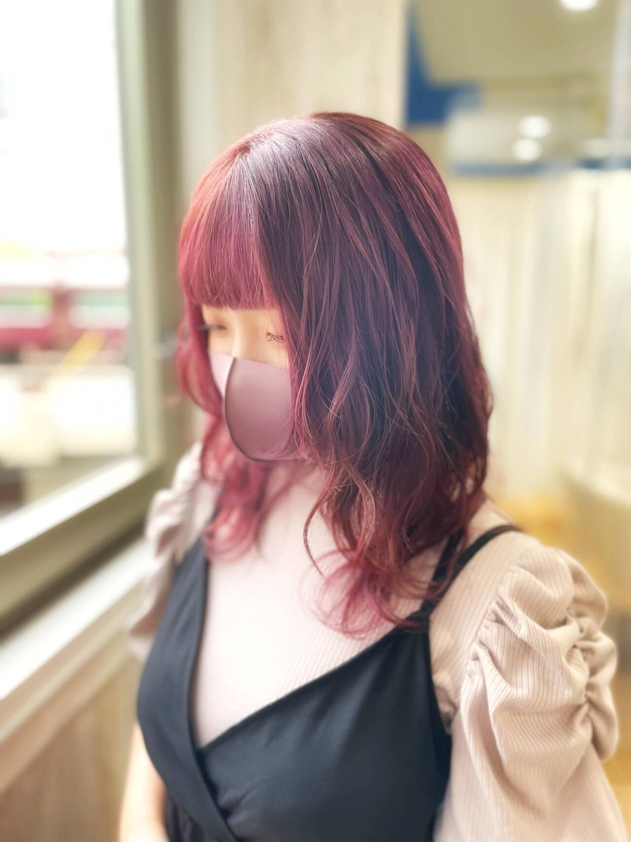 フェミニン ウルフカット チェリーレッド ボルドーヘアヘアスタイルや髪型の写真・画像