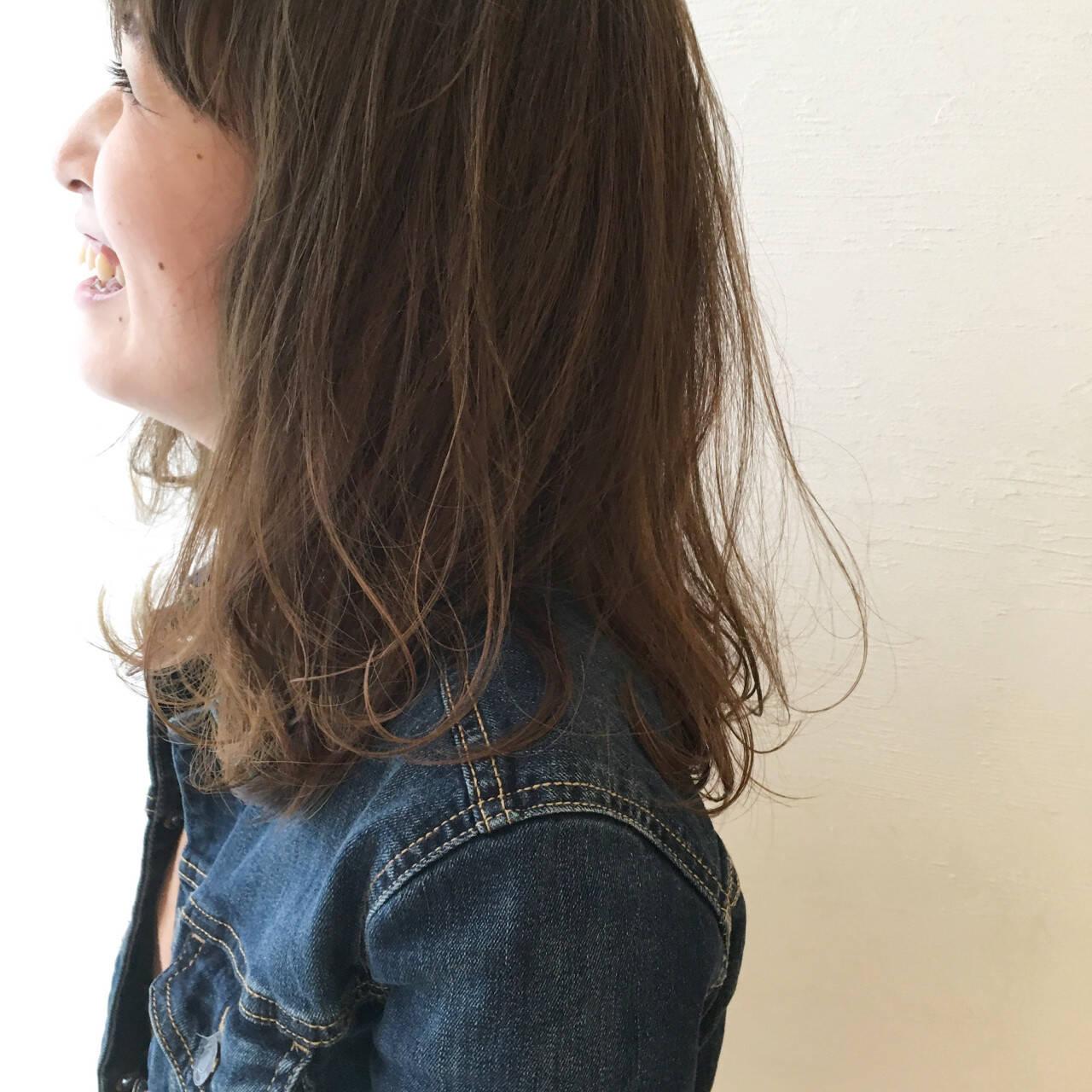 ハイライト ナチュラル セミロング グラデーションカラーヘアスタイルや髪型の写真・画像