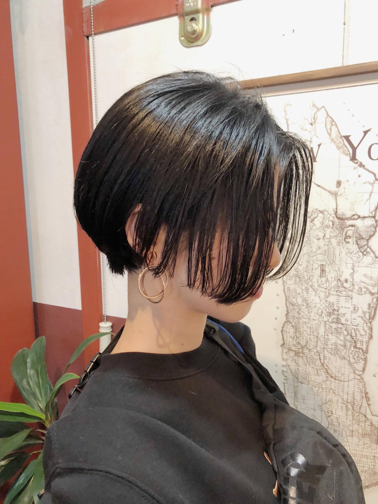 ショート モード ボブ ナチュラルヘアスタイルや髪型の写真・画像