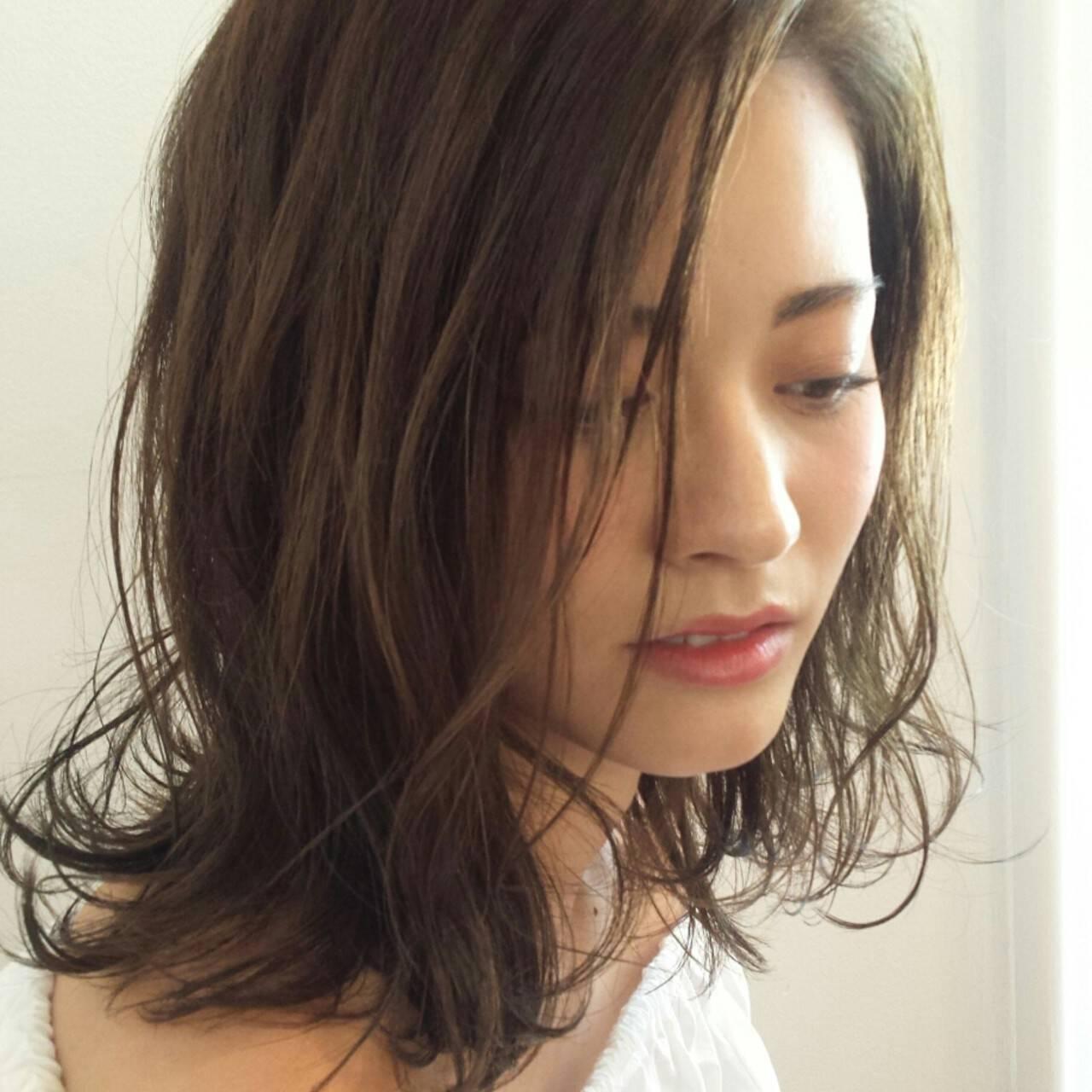 ウェーブ ナチュラル ウェットヘア ルーズヘアスタイルや髪型の写真・画像