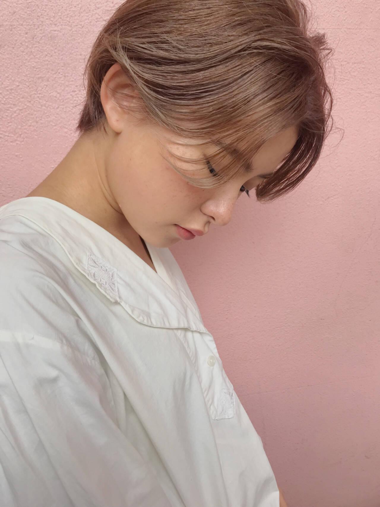 透明感 アッシュベージュ フェミニン デートヘアスタイルや髪型の写真・画像