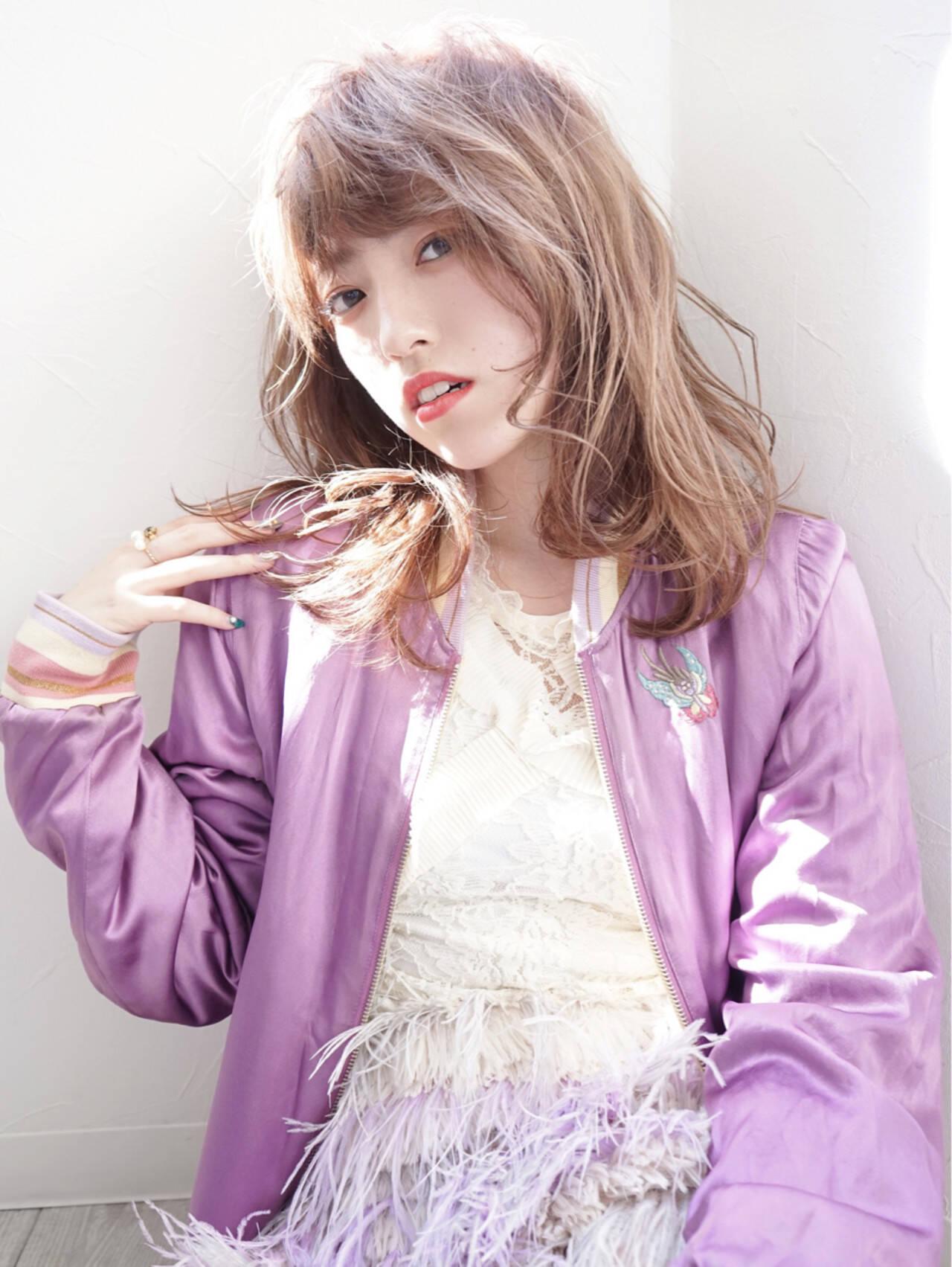 ラベンダーアッシュ ラベンダーピンク セミロング フェミニンヘアスタイルや髪型の写真・画像