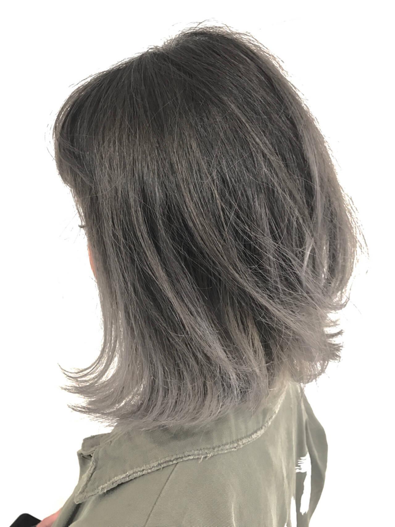 艶髪 グレージュ 外ハネ グラデーションカラーヘアスタイルや髪型の写真・画像