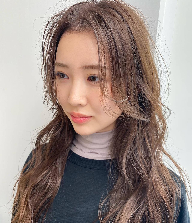 フェミニン ロング 韓国風ヘアー 外ハネヘアスタイルや髪型の写真・画像