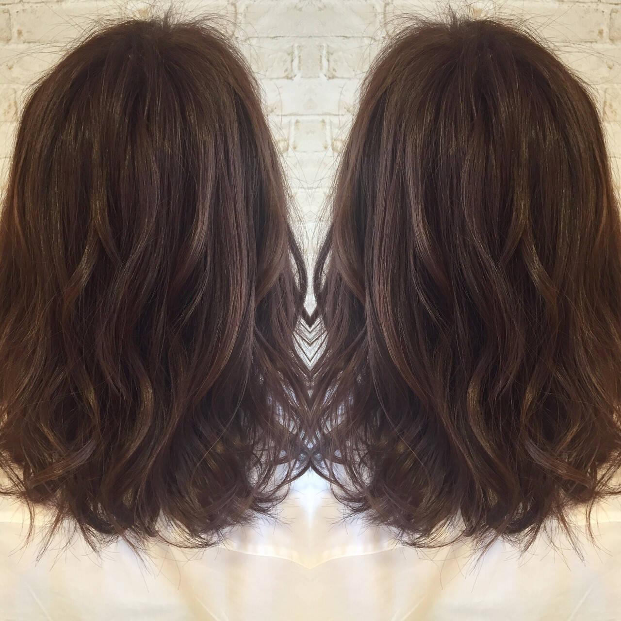 大人かわいい フェミニン グレージュ ゆるふわヘアスタイルや髪型の写真・画像