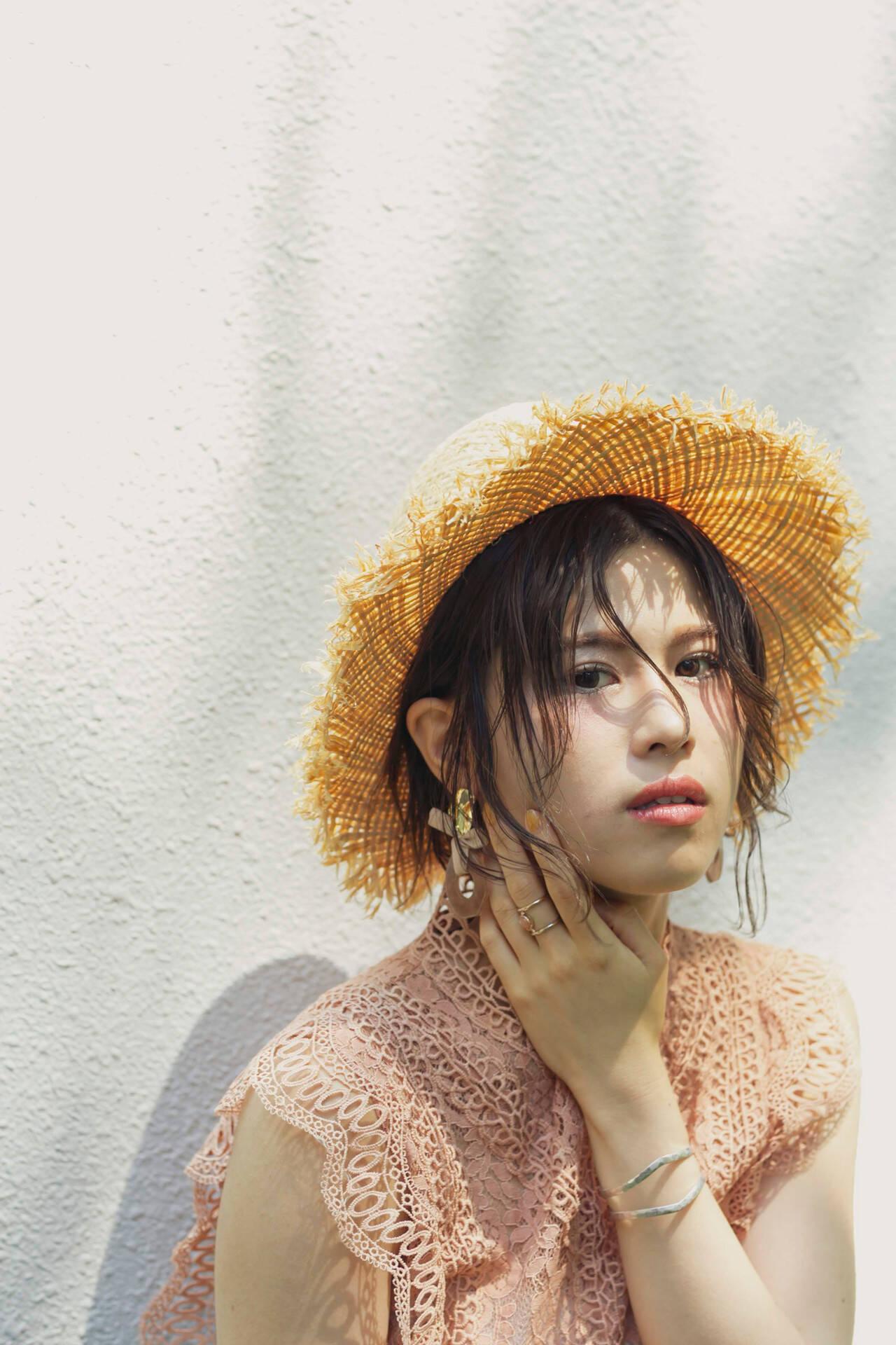 麦わら帽子 ボブ 簡単ヘアアレンジ ナチュラルヘアスタイルや髪型の写真・画像