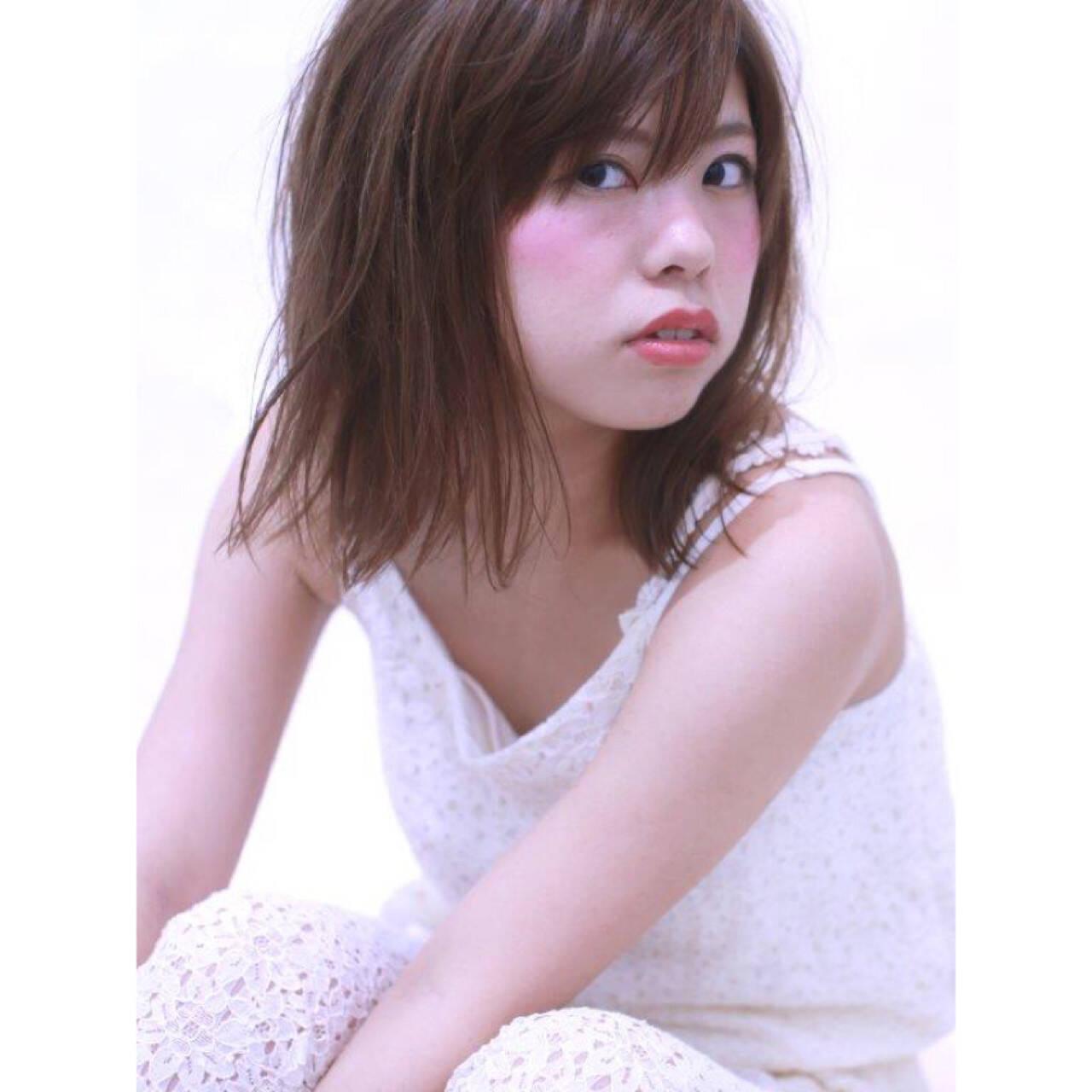 ミディアム おフェロ 前髪あり 透明感ヘアスタイルや髪型の写真・画像