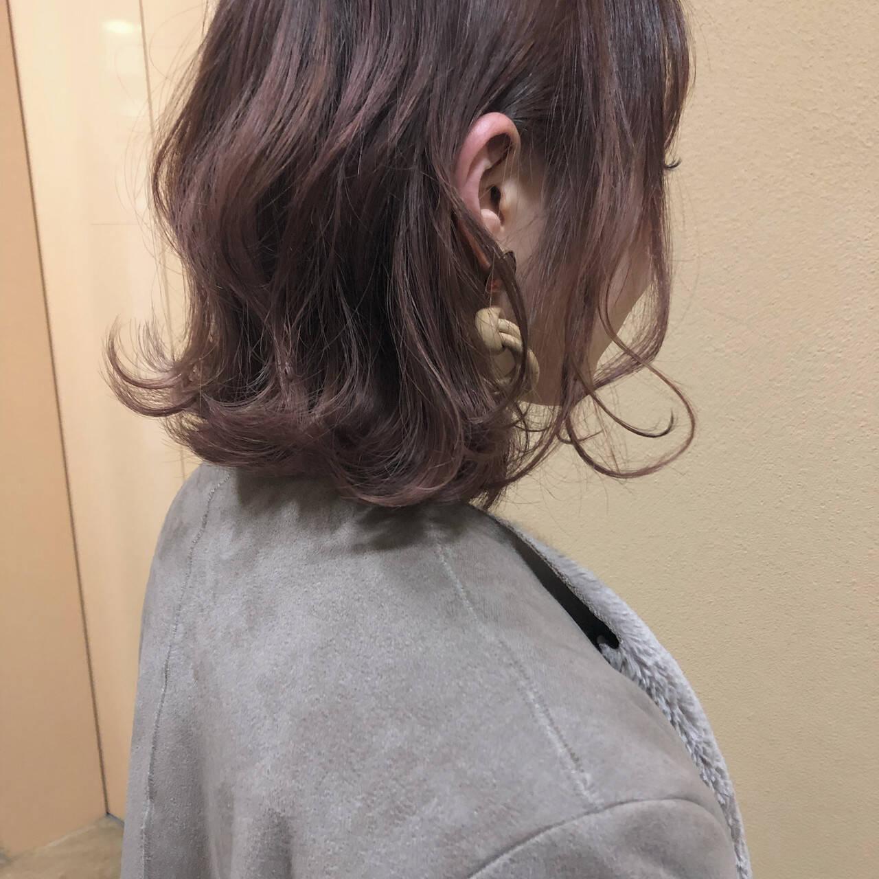 フェミニン ミディアム ピンクヘアスタイルや髪型の写真・画像