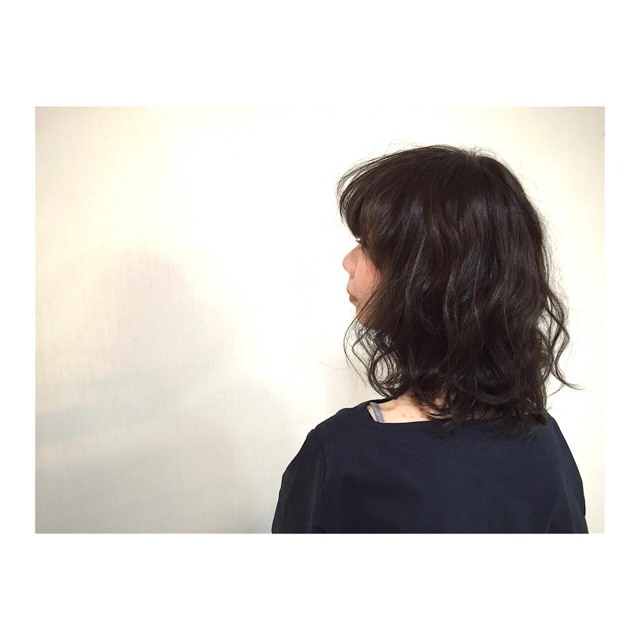 外国人風 モード 黒髪 ミディアムヘアスタイルや髪型の写真・画像