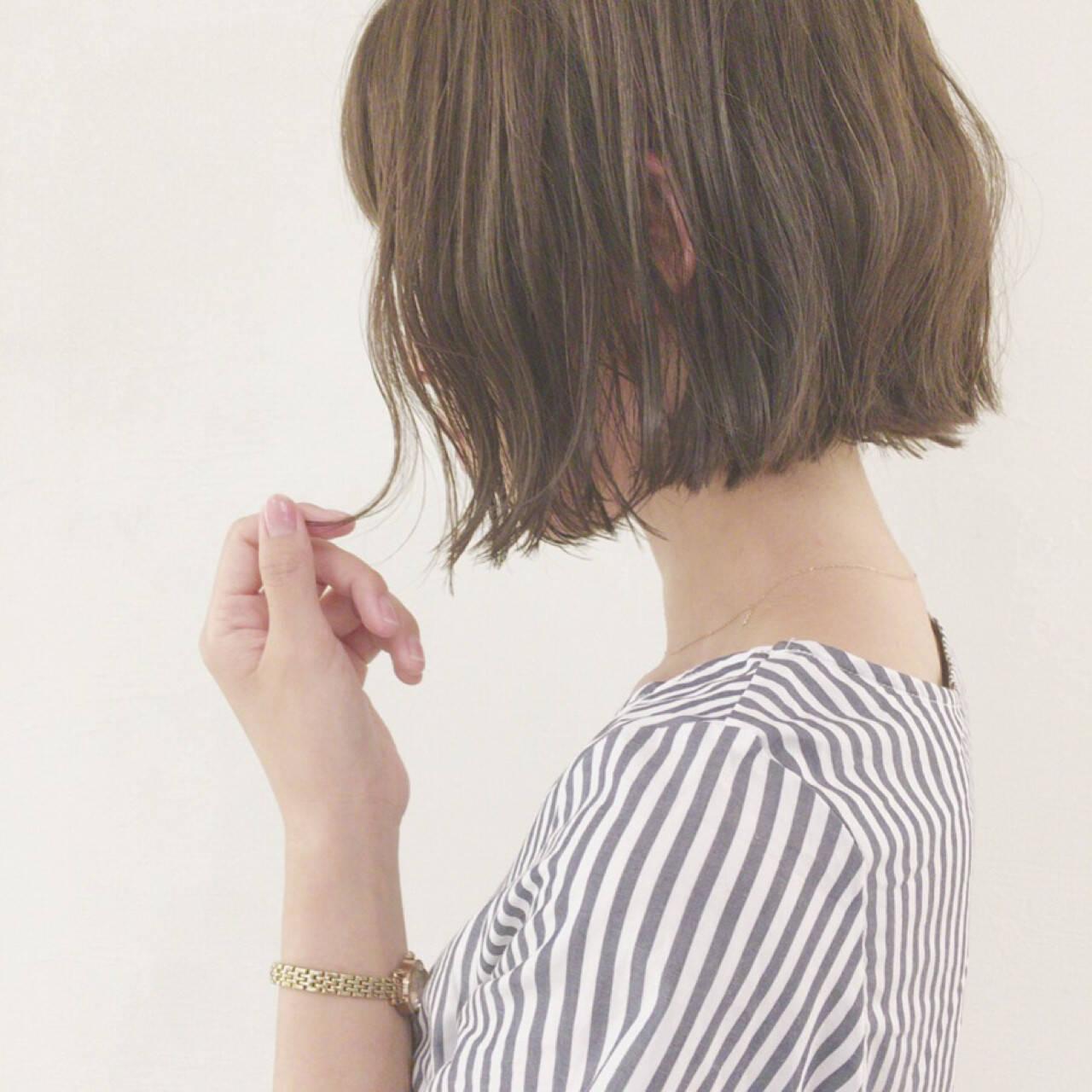 ウェーブ 切りっぱなし アンニュイ 外国人風ヘアスタイルや髪型の写真・画像