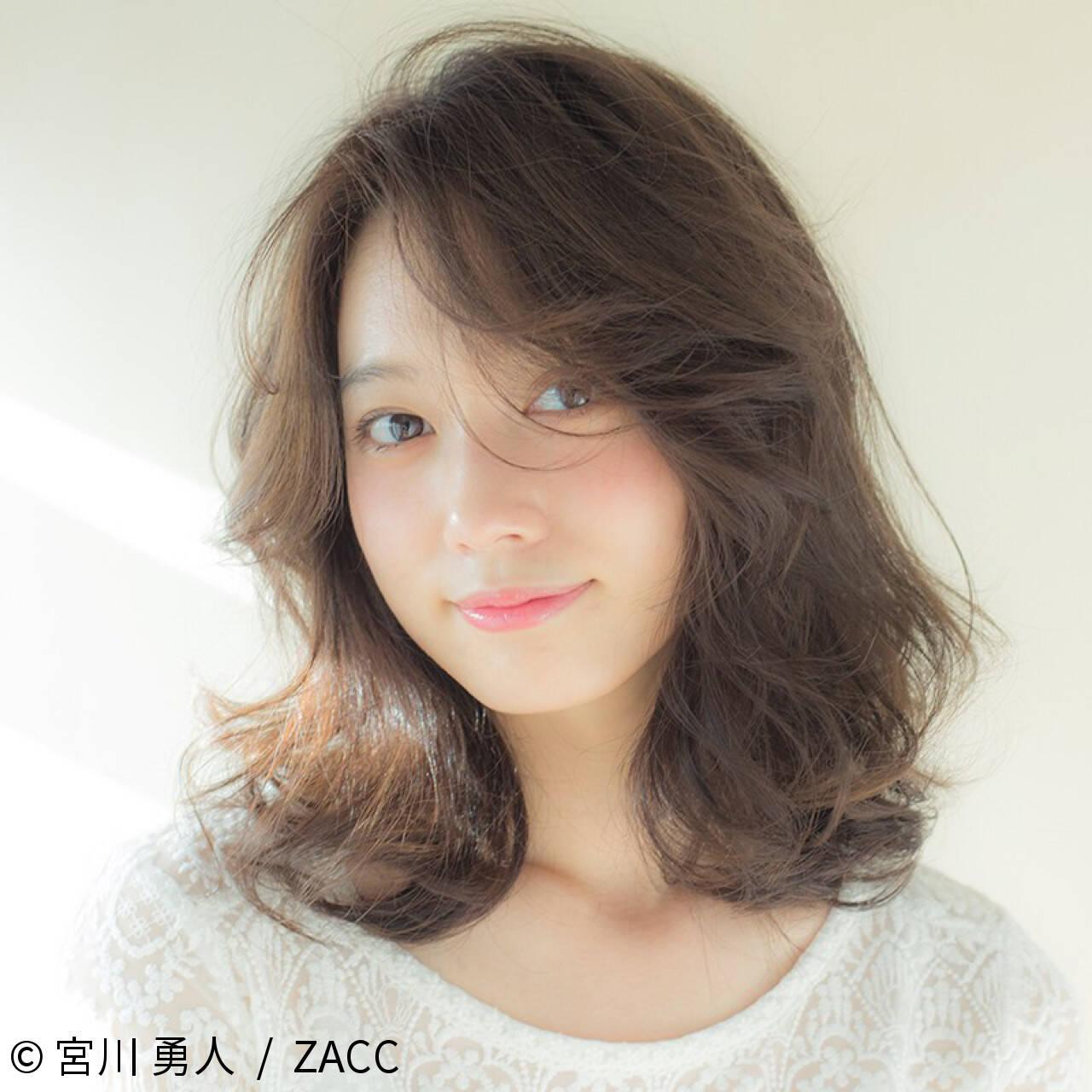 小顔 こなれ感 ミディアム ニュアンスヘアスタイルや髪型の写真・画像