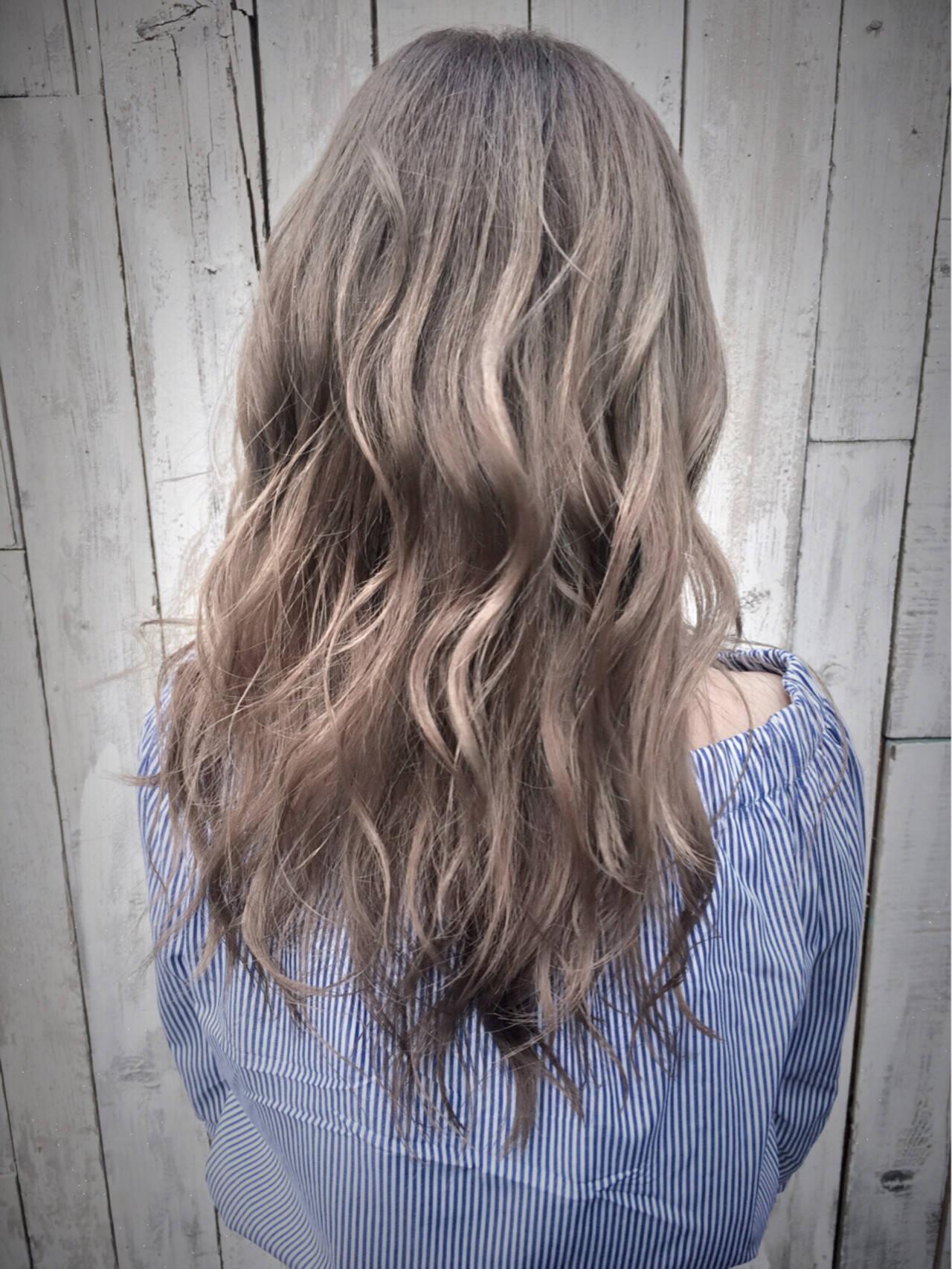 ブリーチ アッシュ ダブルカラー グレージュヘアスタイルや髪型の写真・画像