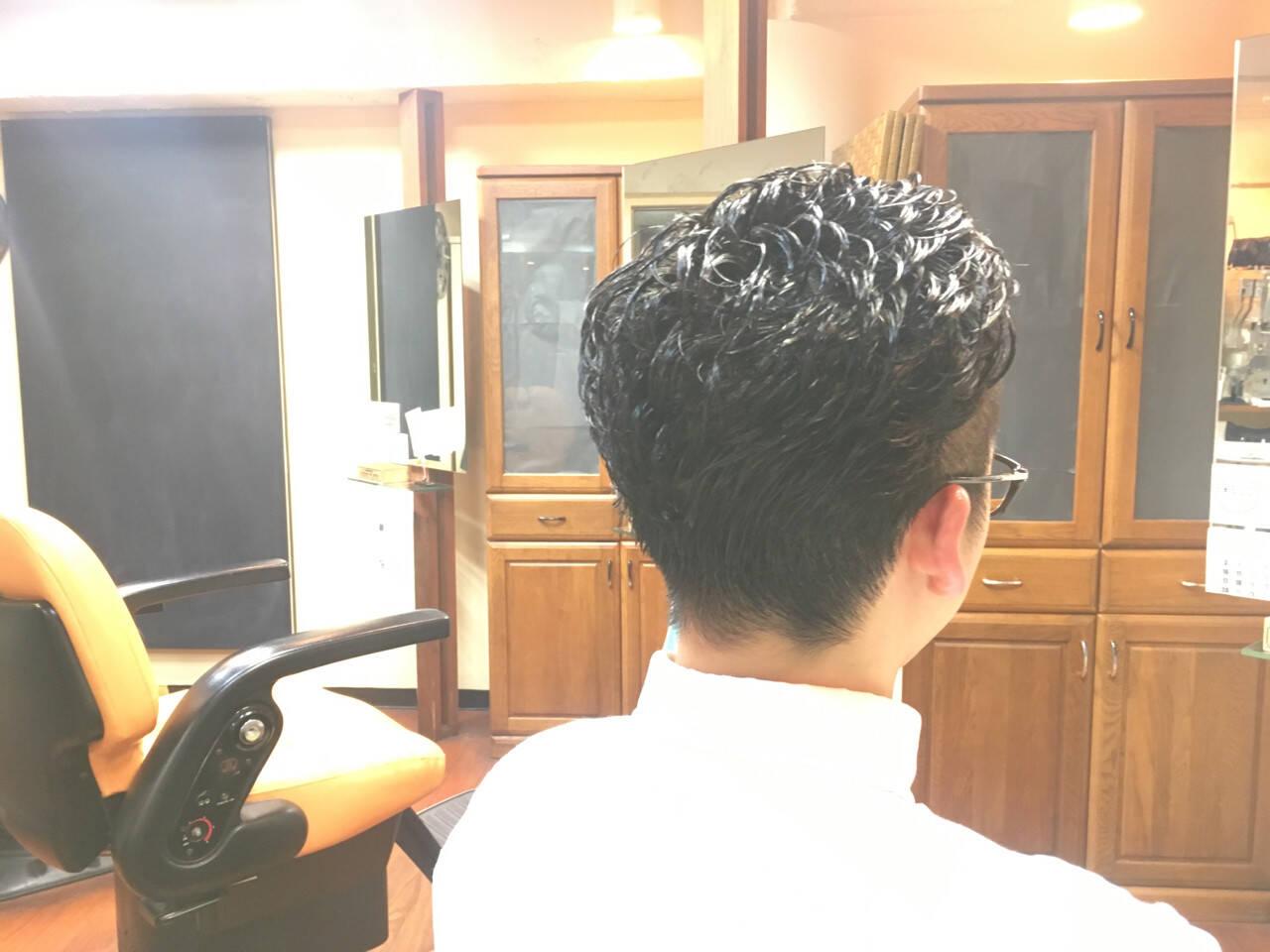 パーマ 黒髪 ボーイッシュ ナチュラルヘアスタイルや髪型の写真・画像