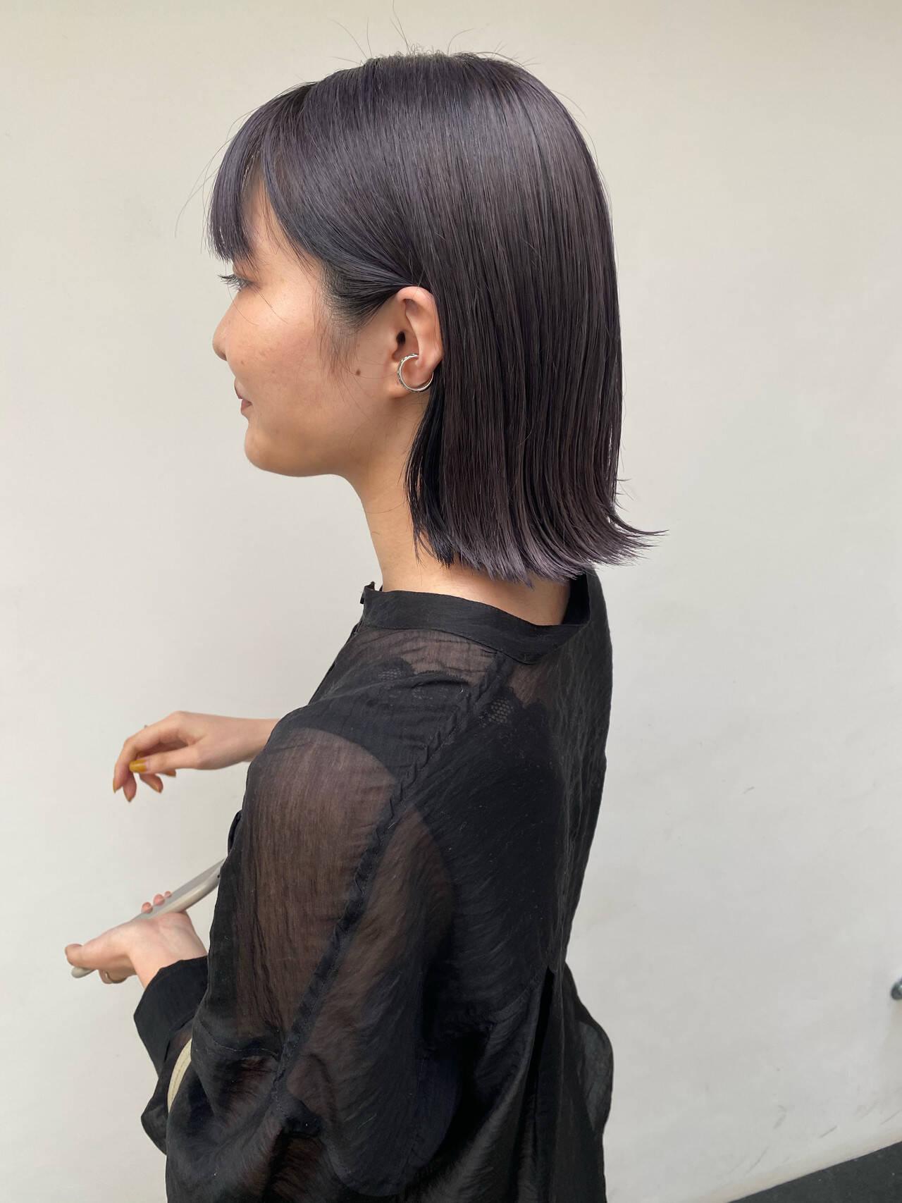 アッシュバイオレット 切りっぱなしボブ バイオレットアッシュ ミディアムヘアスタイルや髪型の写真・画像