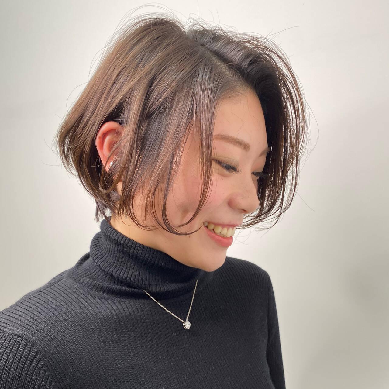ナチュラル アンニュイほつれヘア 極細ハイライト 耳かけヘアスタイルや髪型の写真・画像