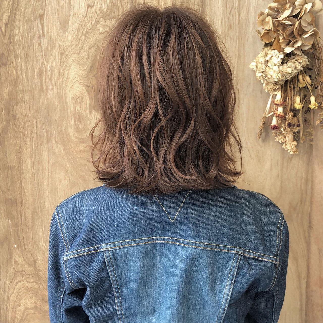 切りっぱなしボブ 外ハネボブ ハンサムショート ナチュラルヘアスタイルや髪型の写真・画像