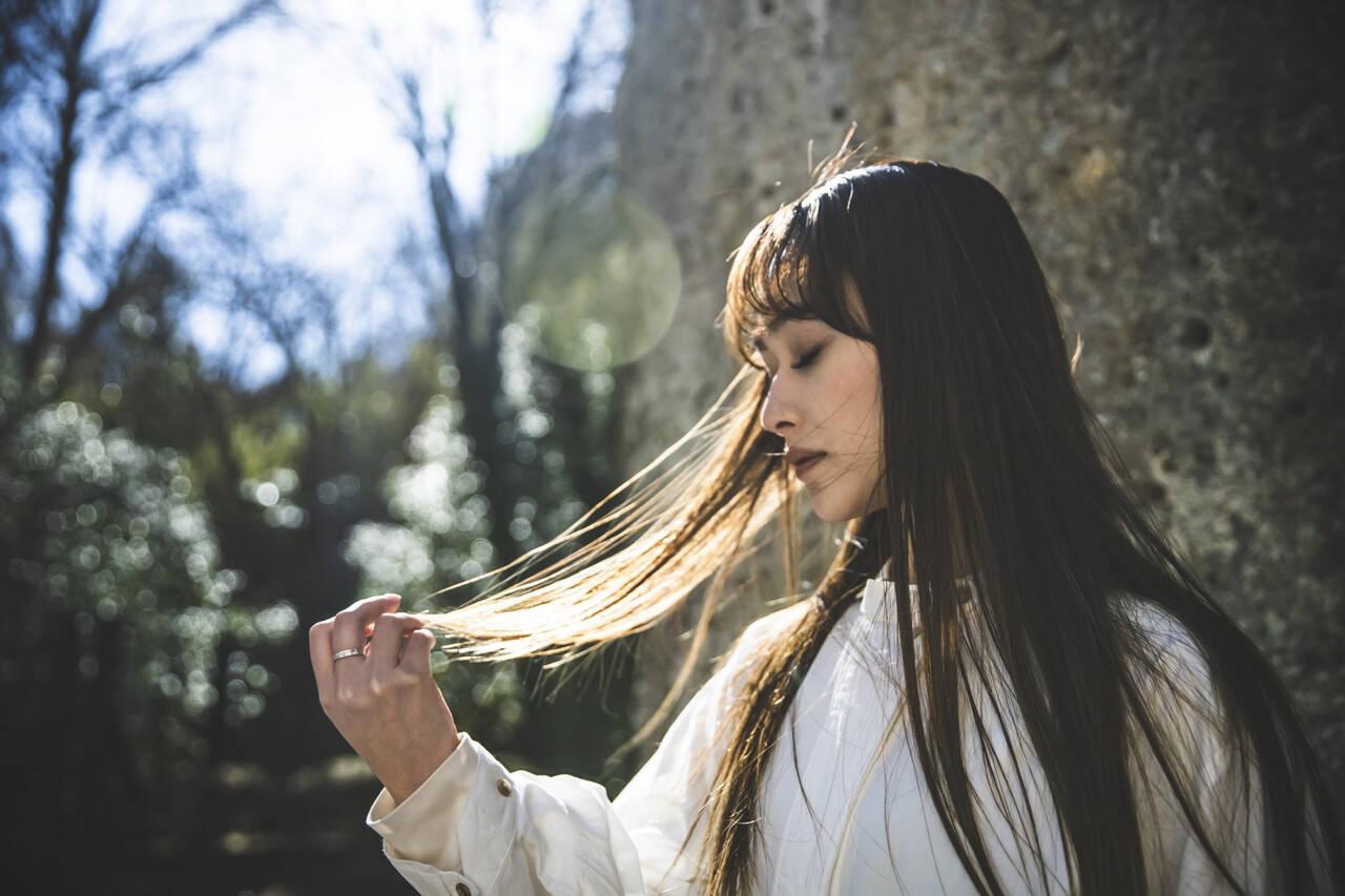 ミルクティーベージュ ヌーディベージュ ナチュラルベージュ ロングヘアスタイルや髪型の写真・画像