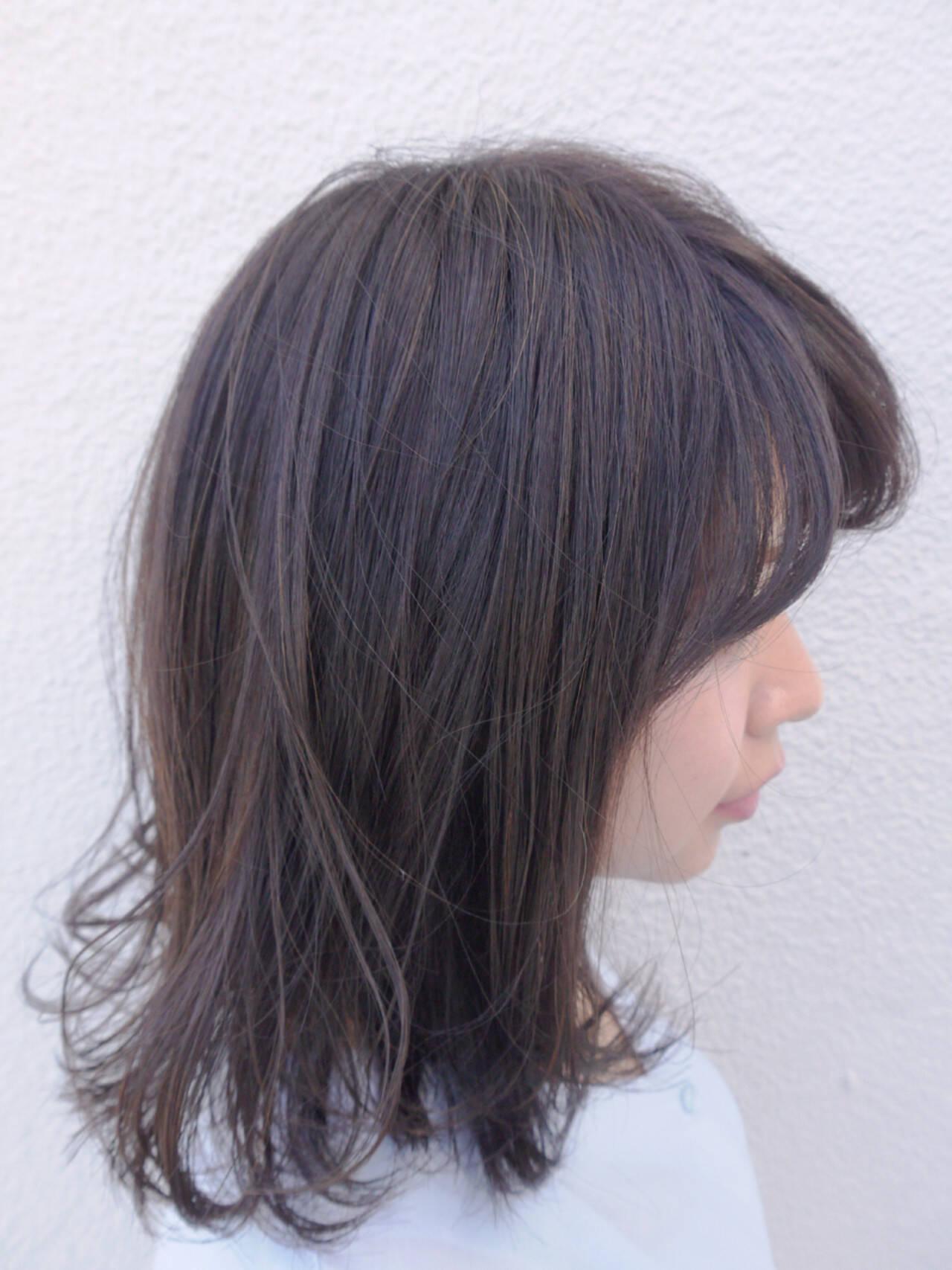 ミディアム ラベンダーアッシュ 秋 透明感ヘアスタイルや髪型の写真・画像