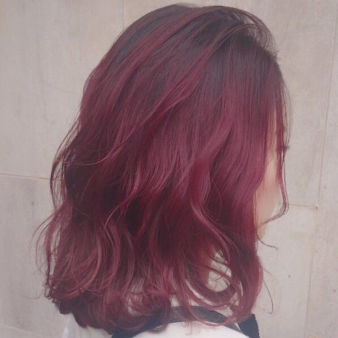 ストリート ブリーチ レッド ベリーピンクヘアスタイルや髪型の写真・画像