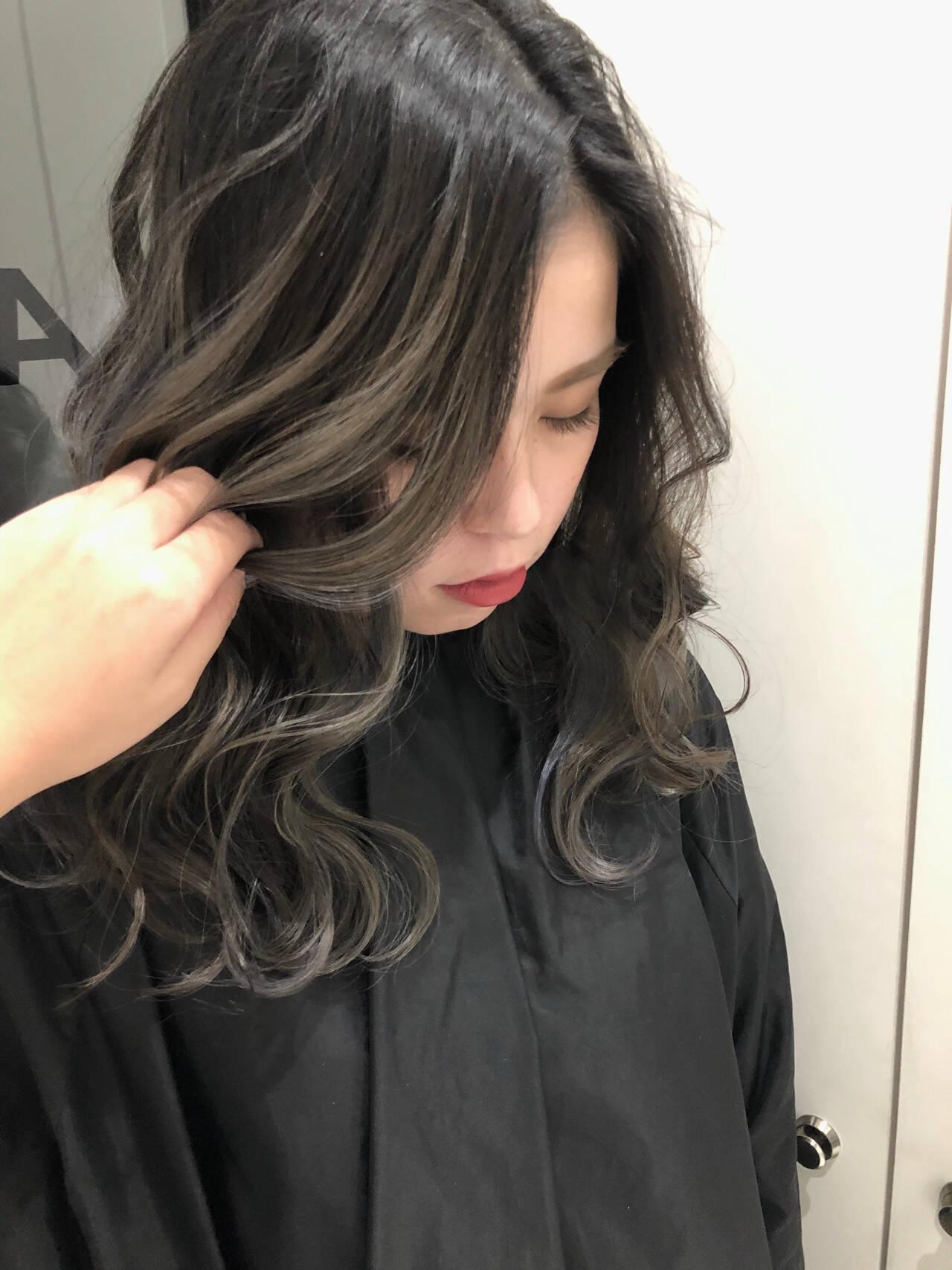 ミルクティーベージュ エレガント ロング バレイヤージュヘアスタイルや髪型の写真・画像