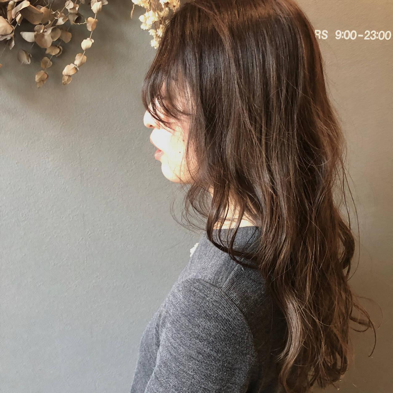 アンニュイほつれヘア デート アウトドア フェミニンヘアスタイルや髪型の写真・画像
