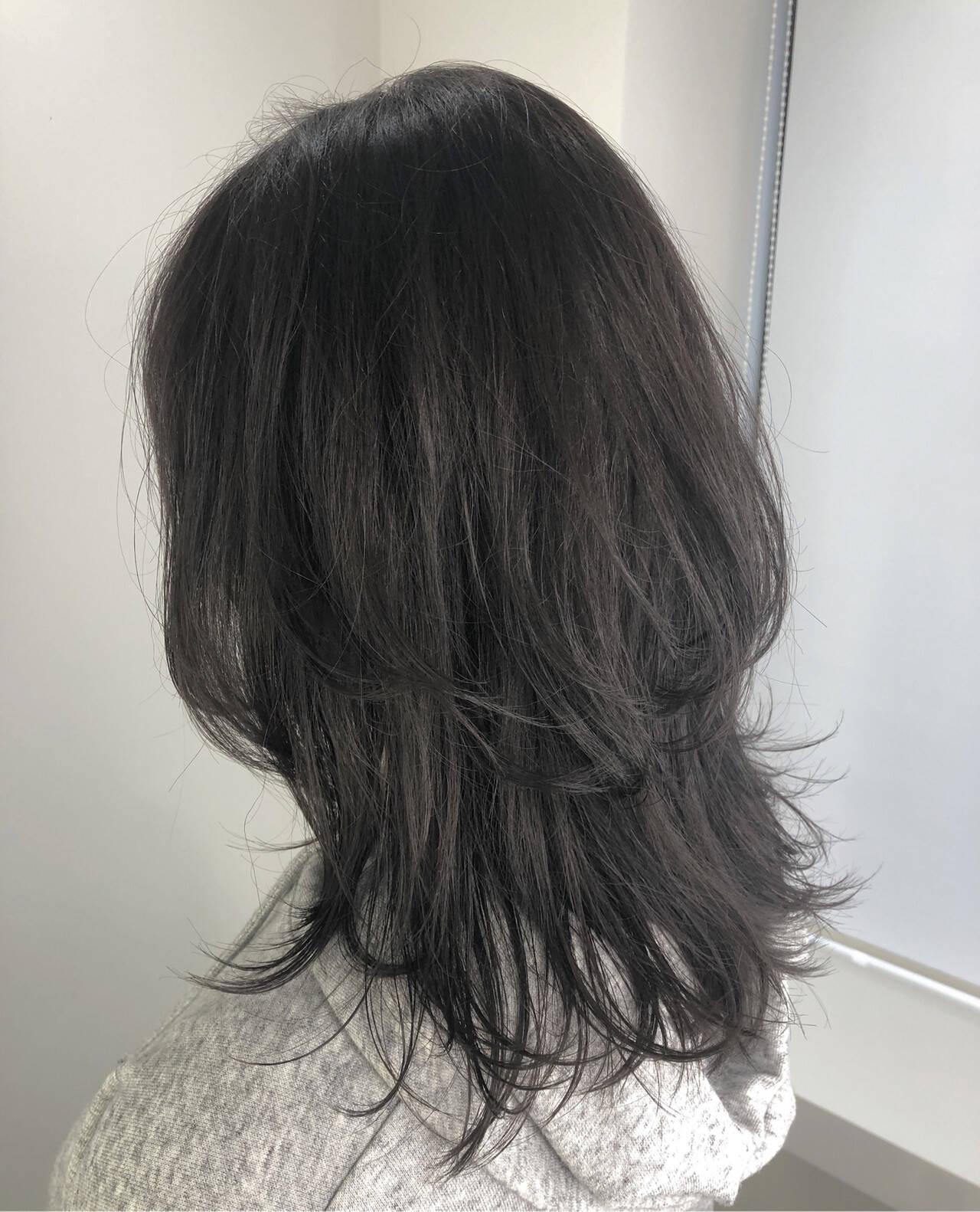 アッシュグレージュ ウルフカット セミロング グレージュヘアスタイルや髪型の写真・画像