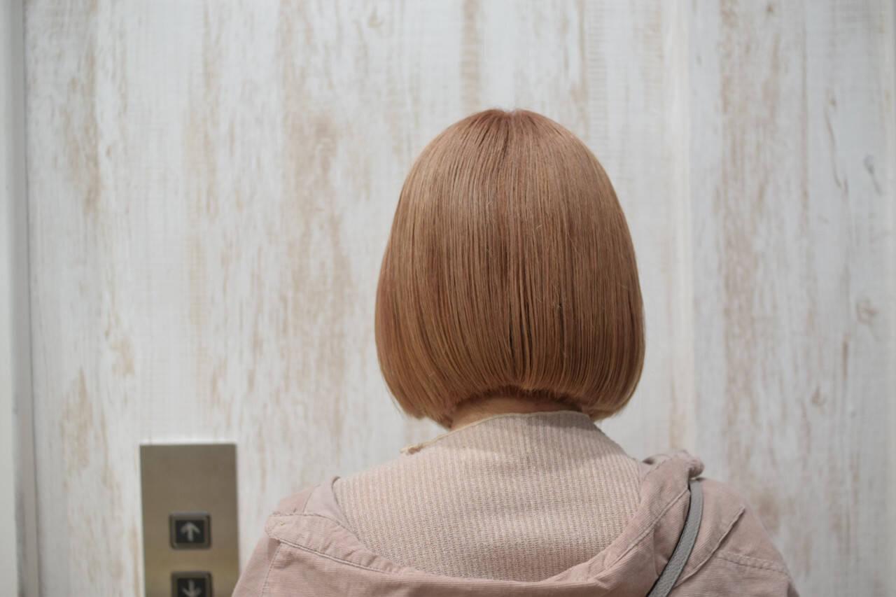 ボブ ミニボブ ミルクティーベージュ ハイトーンヘアスタイルや髪型の写真・画像