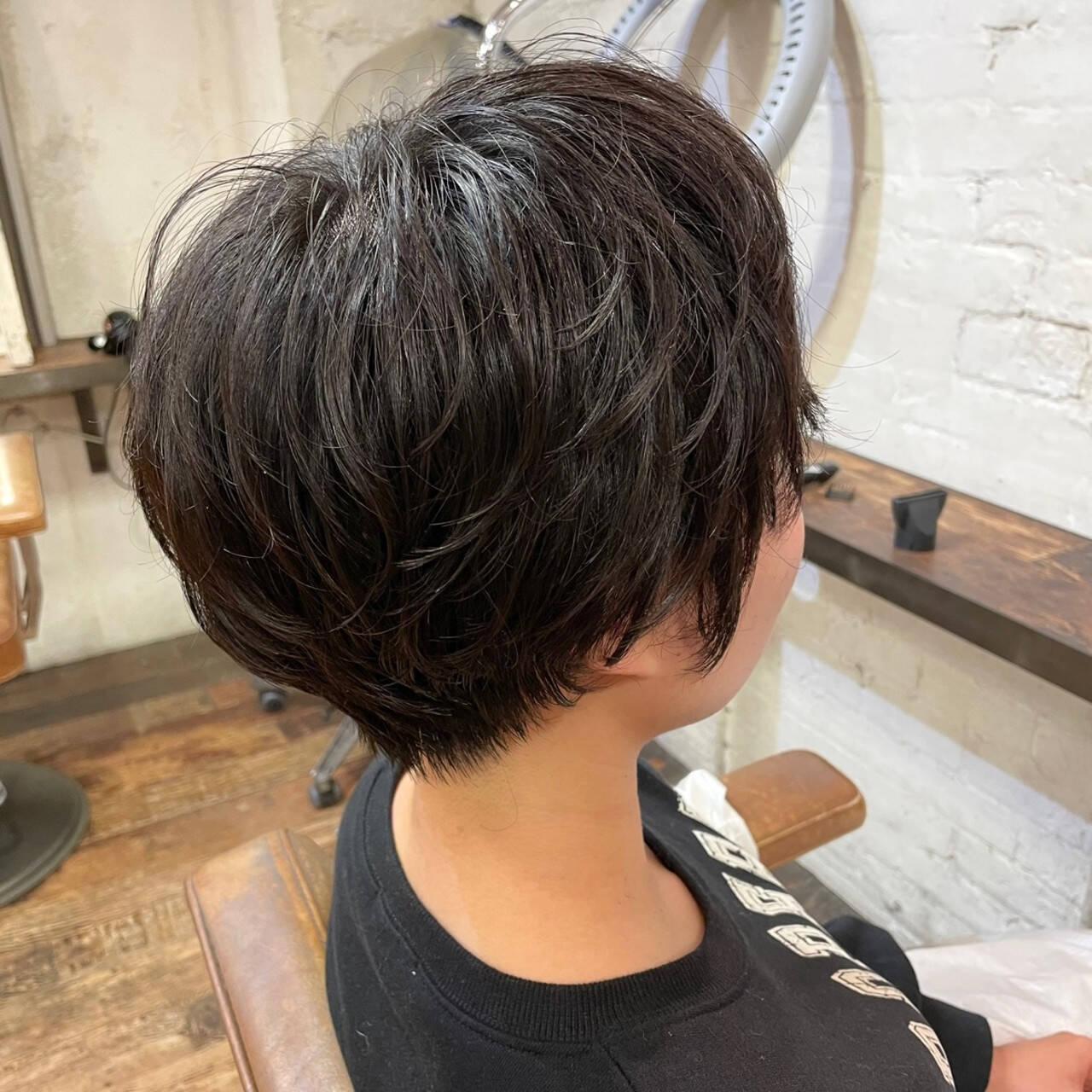 小顔ショート ショートヘア ナチュラル ゆるふわパーマヘアスタイルや髪型の写真・画像