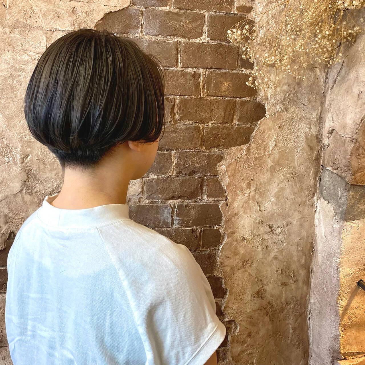 ハンサムショート ショートヘア ナチュラル 切りっぱなしボブヘアスタイルや髪型の写真・画像